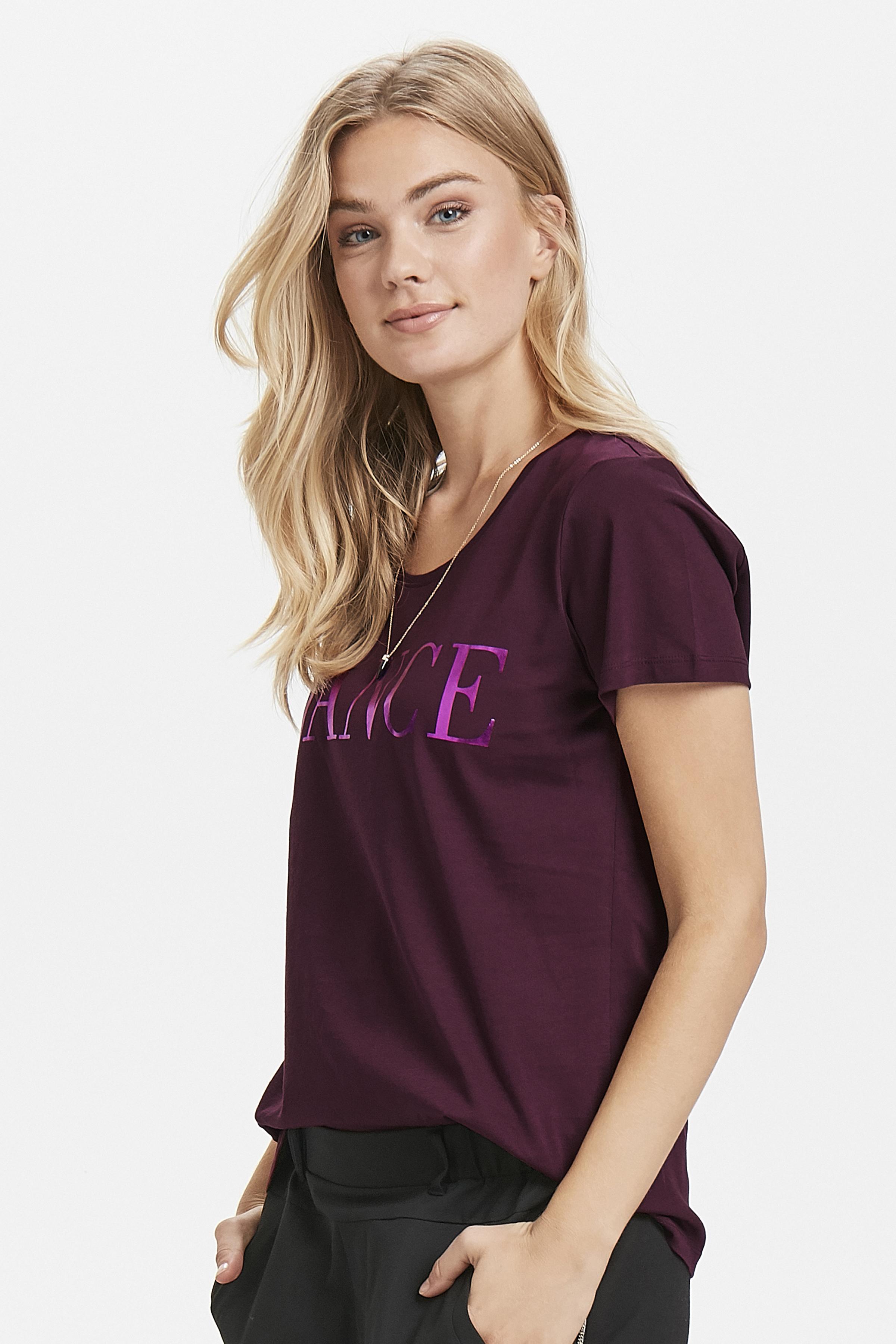 Donker bordeaux T-shirt korte mouw van Kaffe – Door Donker bordeaux T-shirt korte mouw van maat. XS-XXL hier