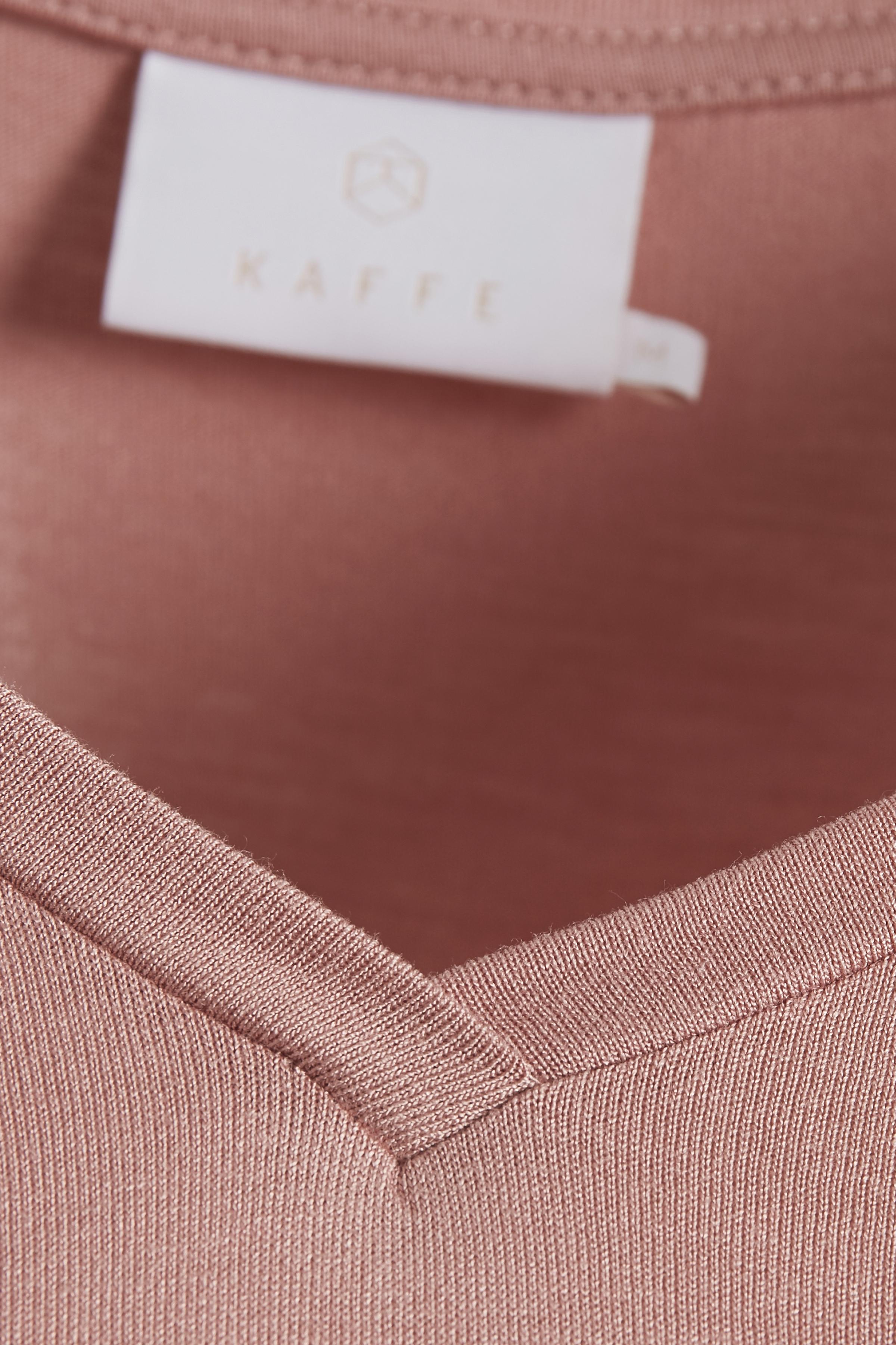 Donkerroze T-shirt korte mouw van Kaffe – Door Donkerroze T-shirt korte mouw van maat. XS-XXL hier