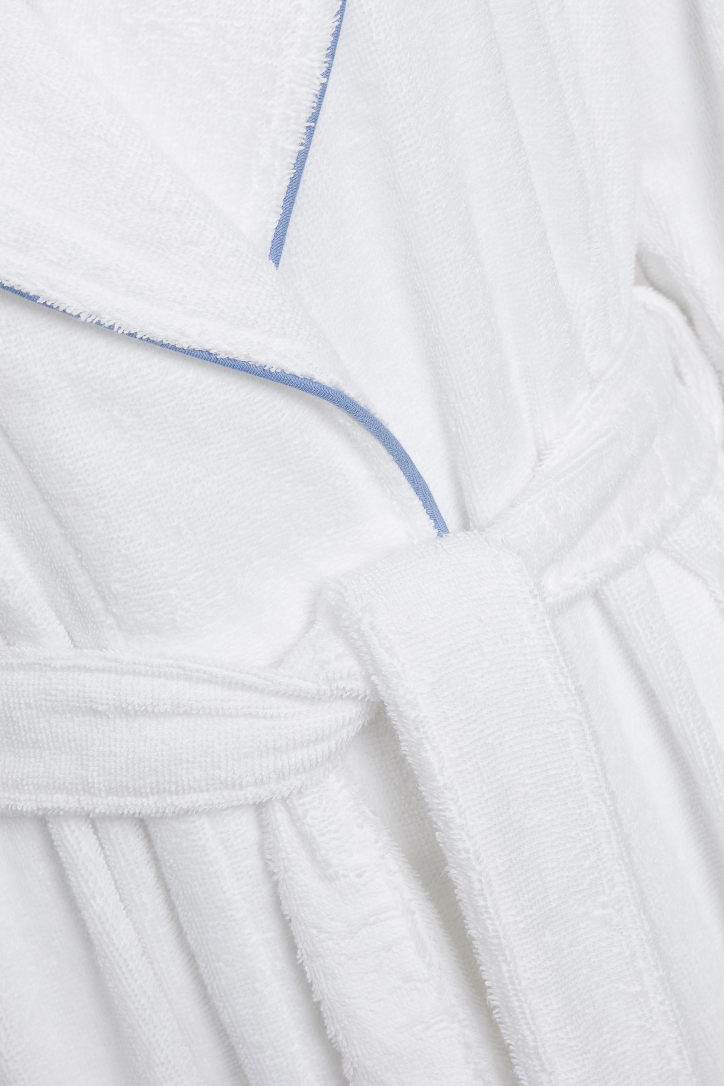 Hvid Morgenkåbe fra Triumph – Køb Hvid Morgenkåbe fra str. 36-44 her