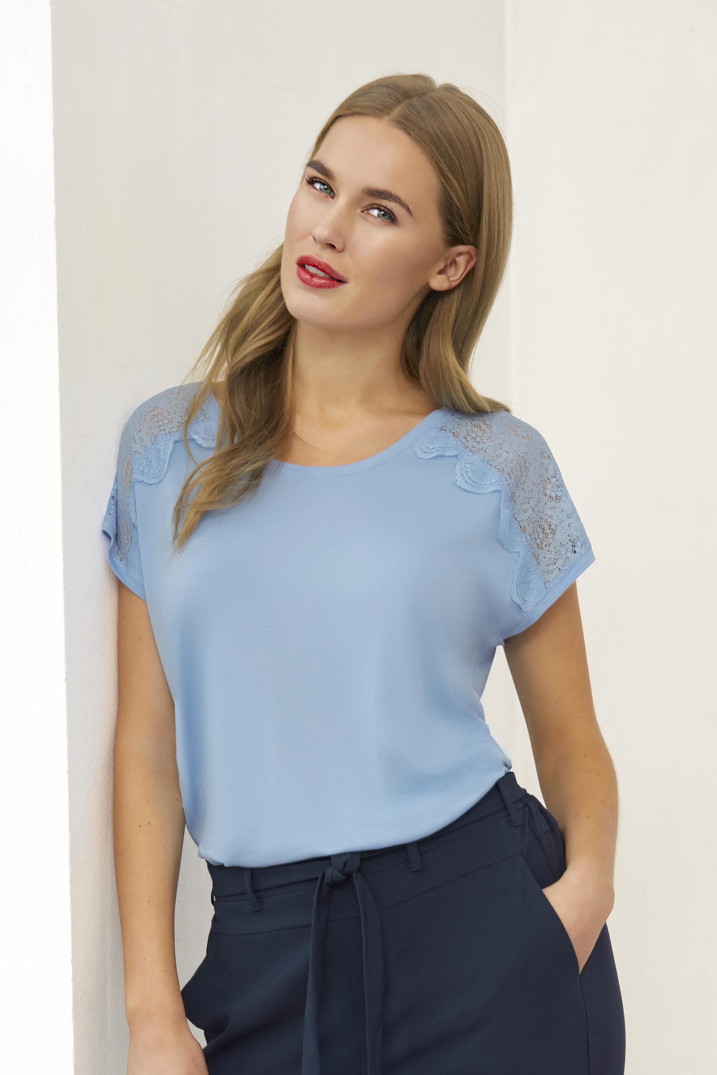 Lichtblauw Korte mouwen T-shirt  van Kaffe – Door Lichtblauw Korte mouwen T-shirt  van maat. XS-XXL hier