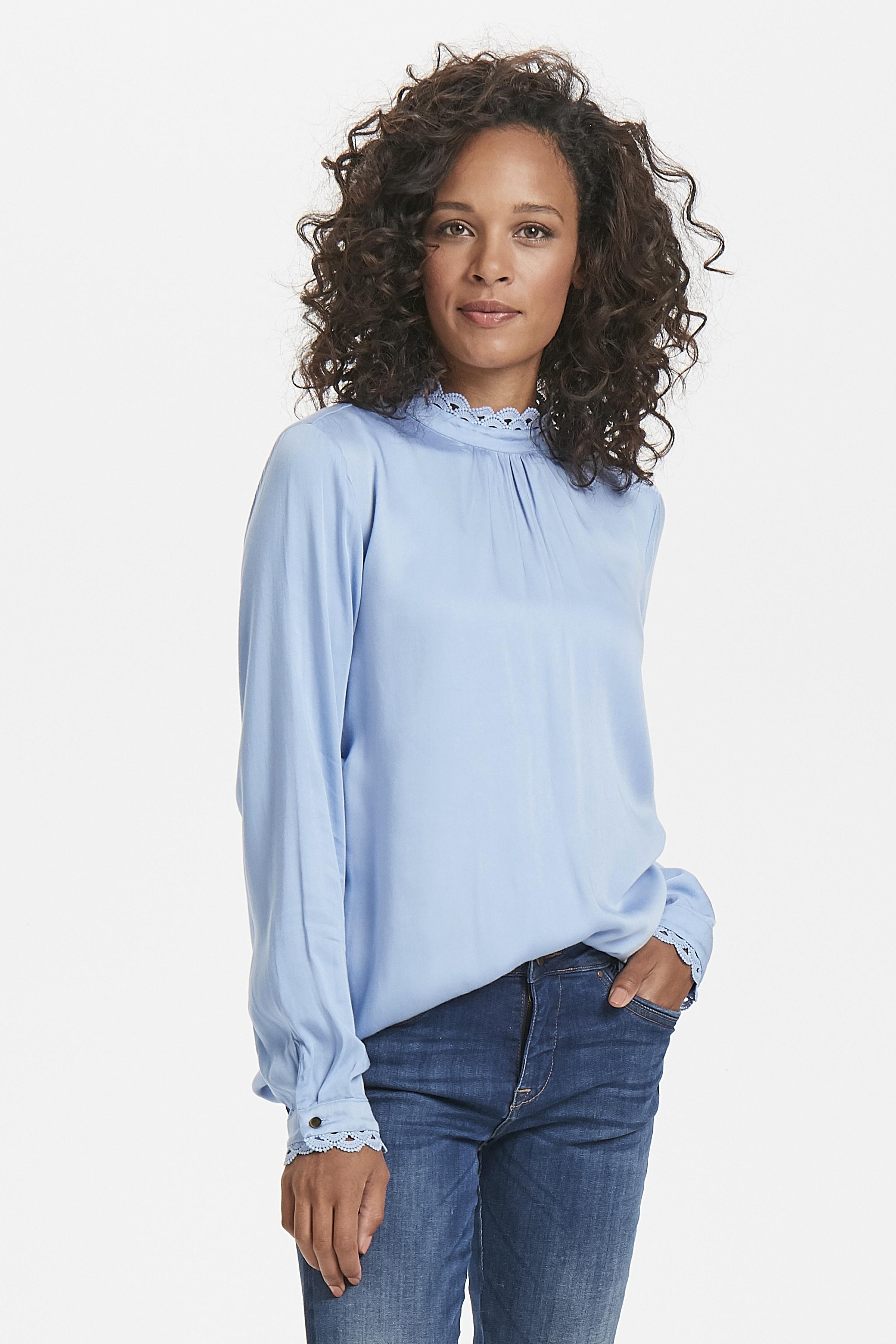 Lichtblauw Lange mouwen shirt  van Kaffe – Door Lichtblauw Lange mouwen shirt  van maat. 34-46 hier