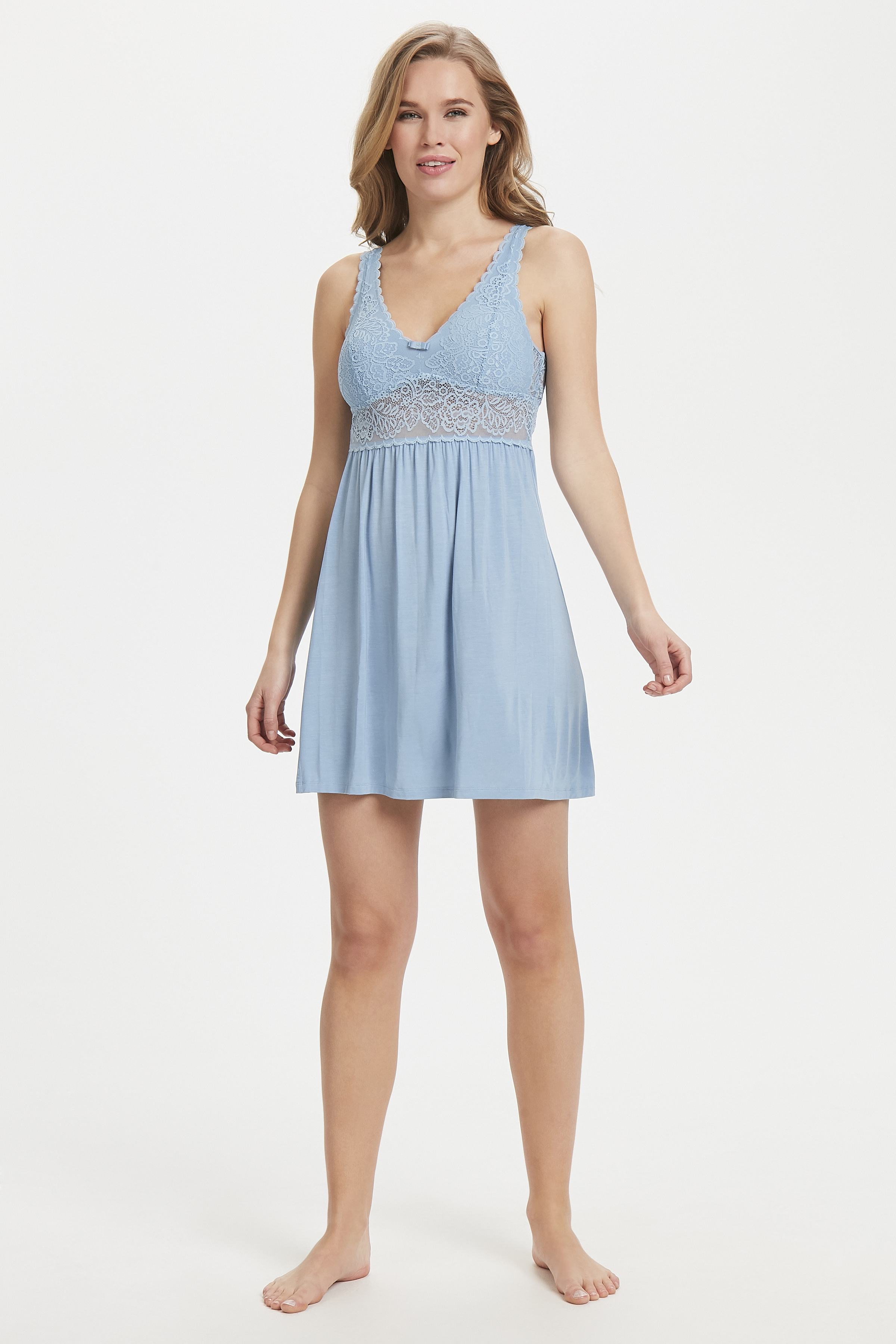 Ljusblå Nattklänning - Amourette Spotlight från Triumph – Köp Ljusblå Nattklänning - Amourette Spotlight från stl. 36-44 här