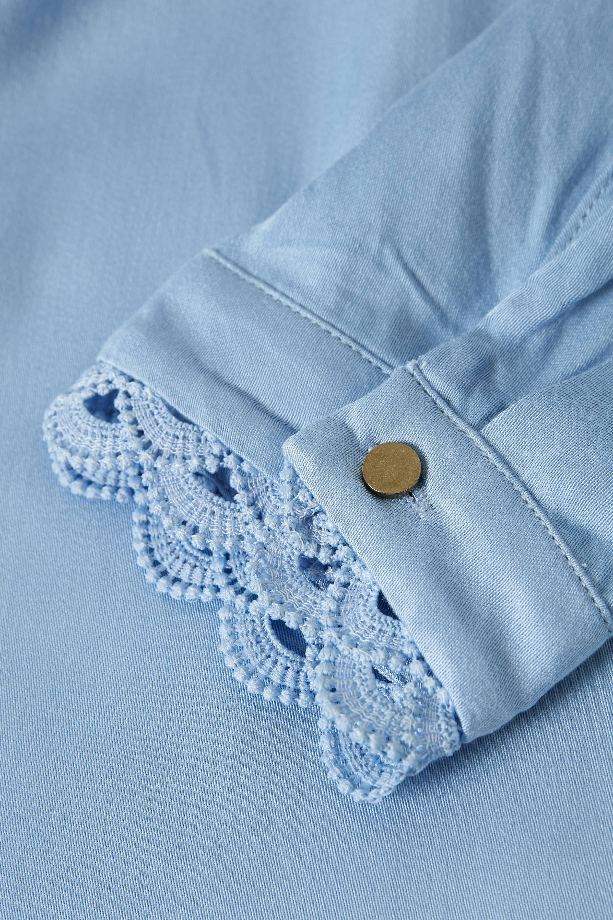 Lyseblå Langærmet bluse  fra Kaffe – Køb Lyseblå Langærmet bluse  fra str. 34-46 her
