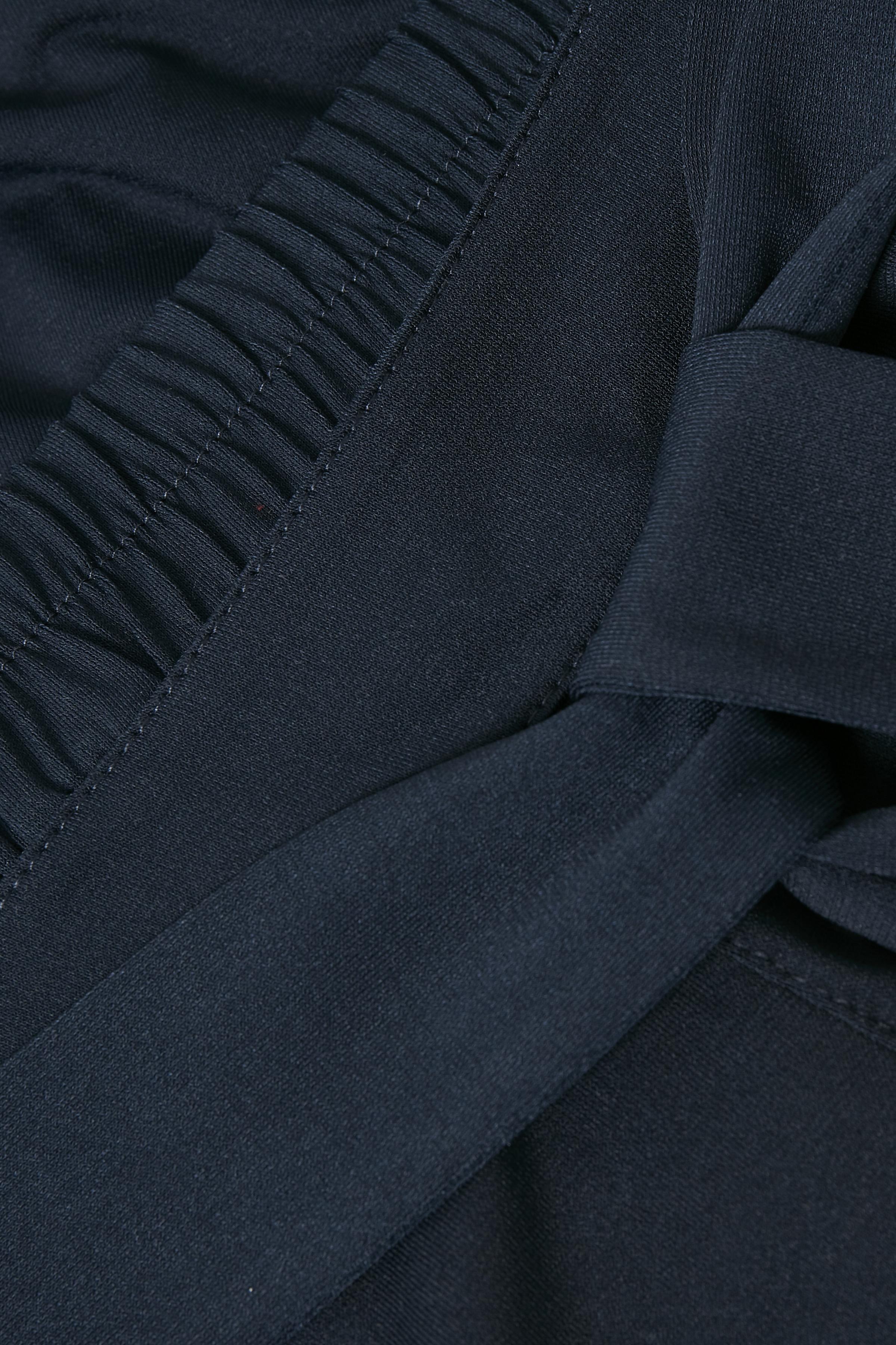 Marinblå Capribyxa från Kaffe – Köp Marinblå Capribyxa från stl. XS-XXL här