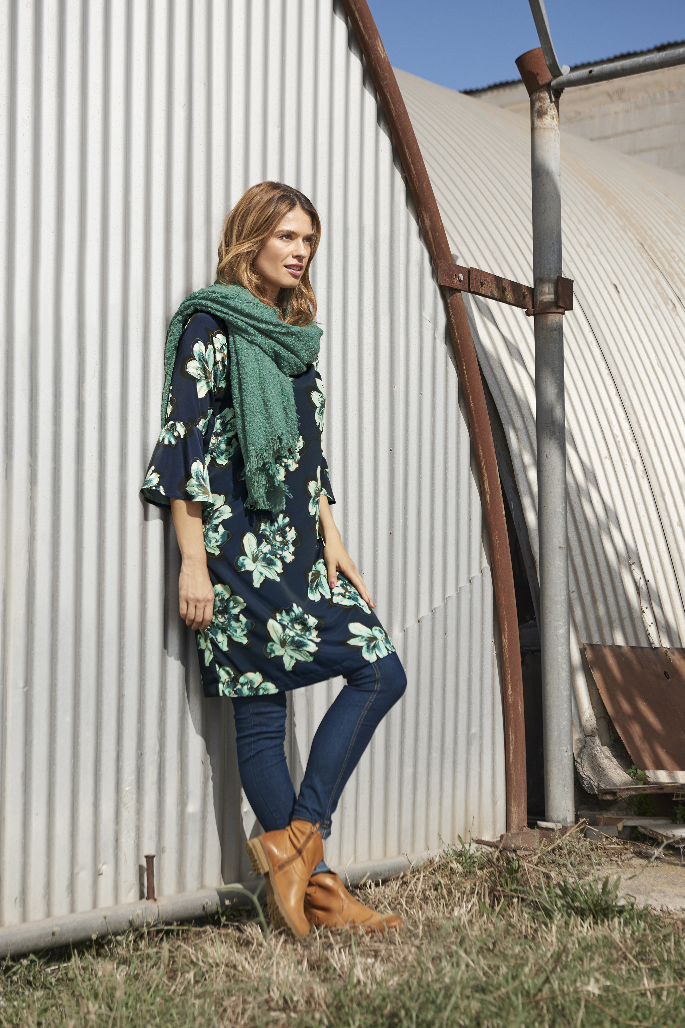 Marinblå/grön Klänning från Bon'A Parte – Köp Marinblå/grön Klänning från stl. S-2XL här
