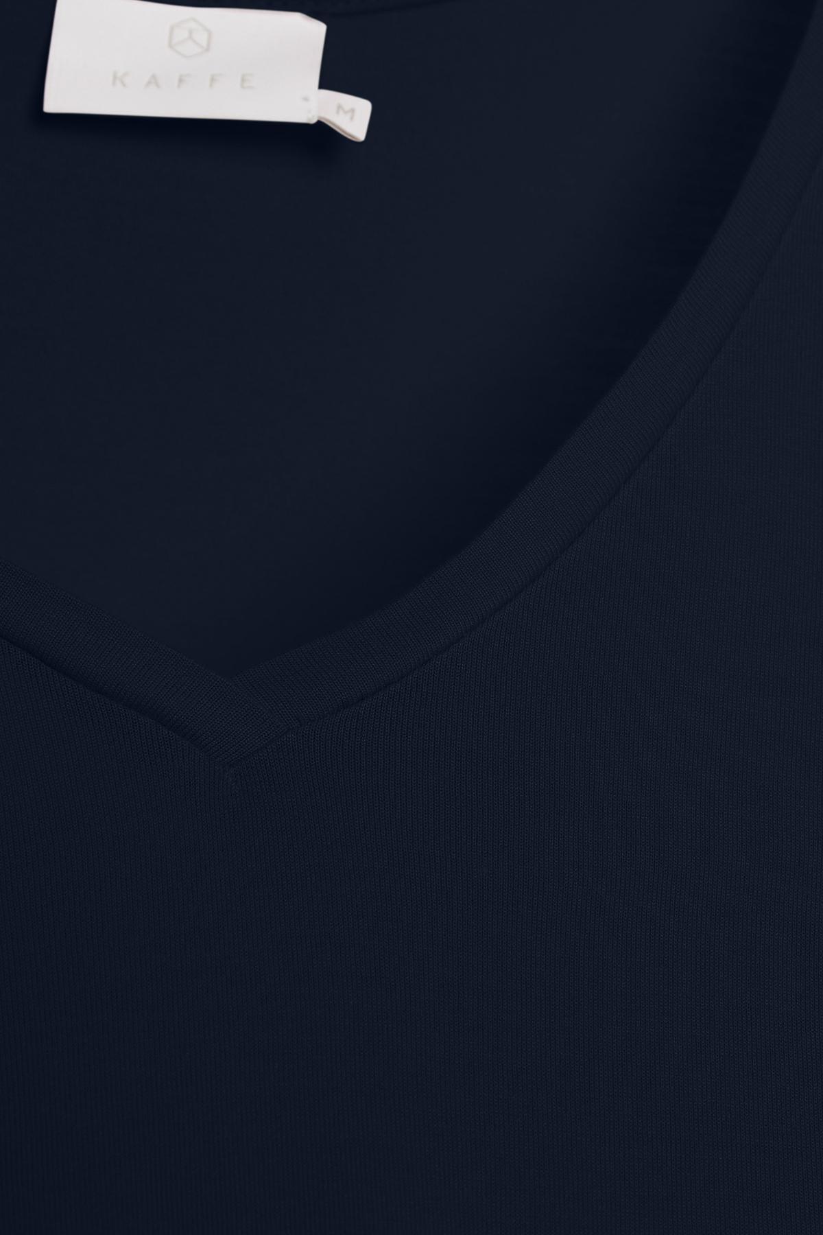 Marinblå Kortärmad T-shirt från Kaffe – Köp Marinblå Kortärmad T-shirt från stl. XS-XXL här