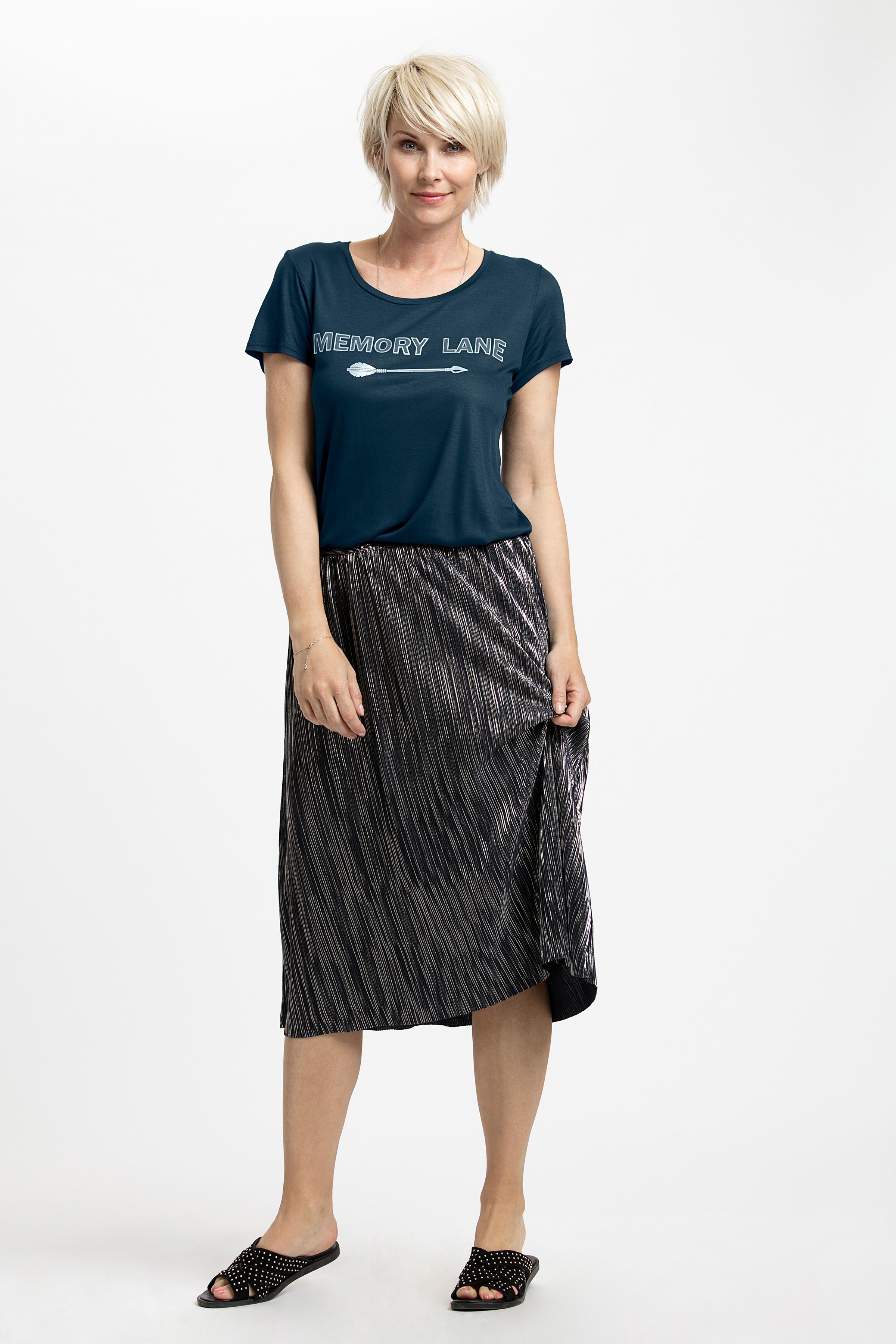 Marinblå Kortärmad T-shirt från Kaffe – Köp Marinblå Kortärmad T-shirt från stl. L-XXL här