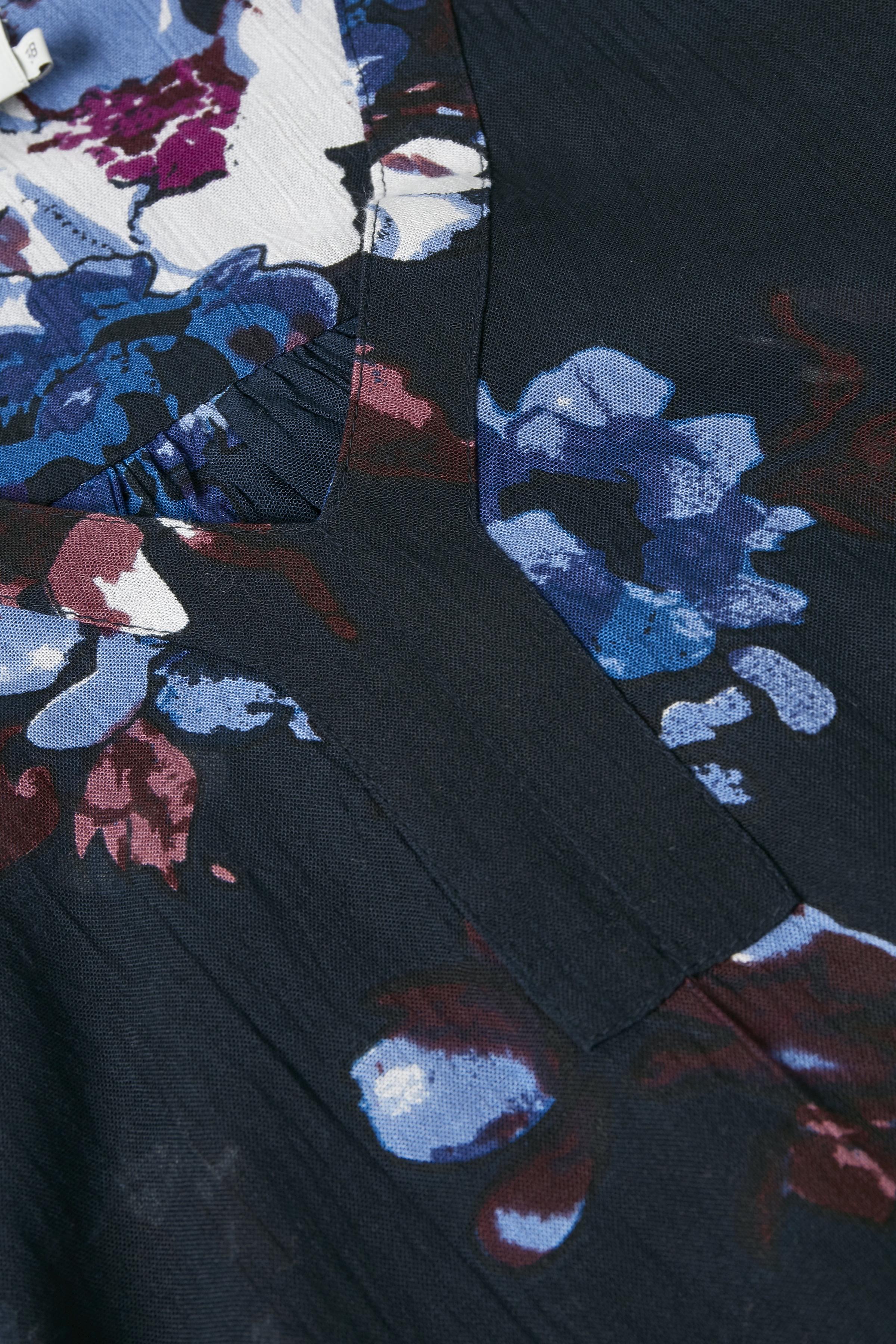 Marinblå Långärmad blus från Kaffe – Köp Marinblå Långärmad blus från stl. 34-46 här