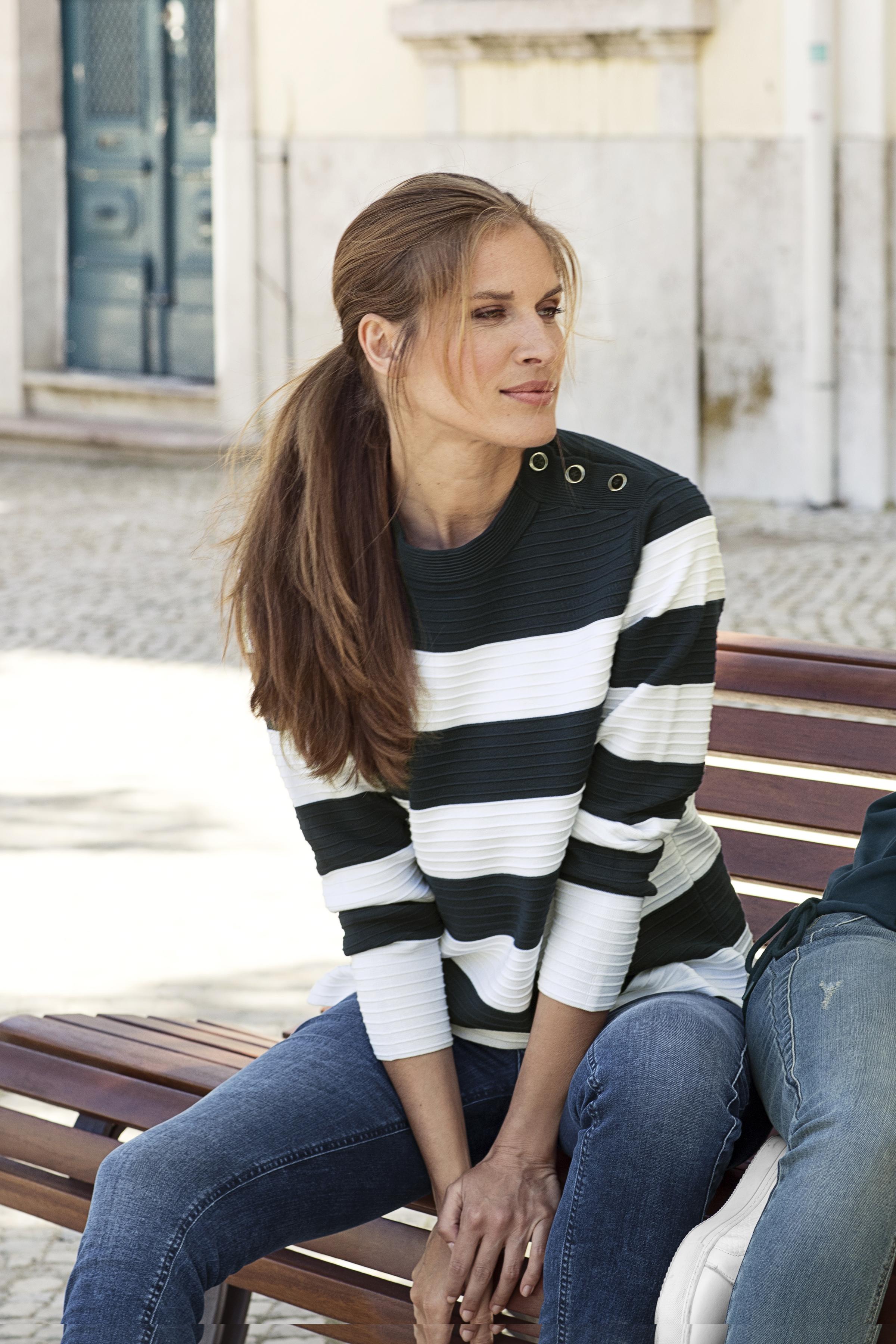 Marinblå/off-white Stickad pullover från Bon'A Parte – Köp Marinblå/off-white Stickad pullover från stl. S-2XL här