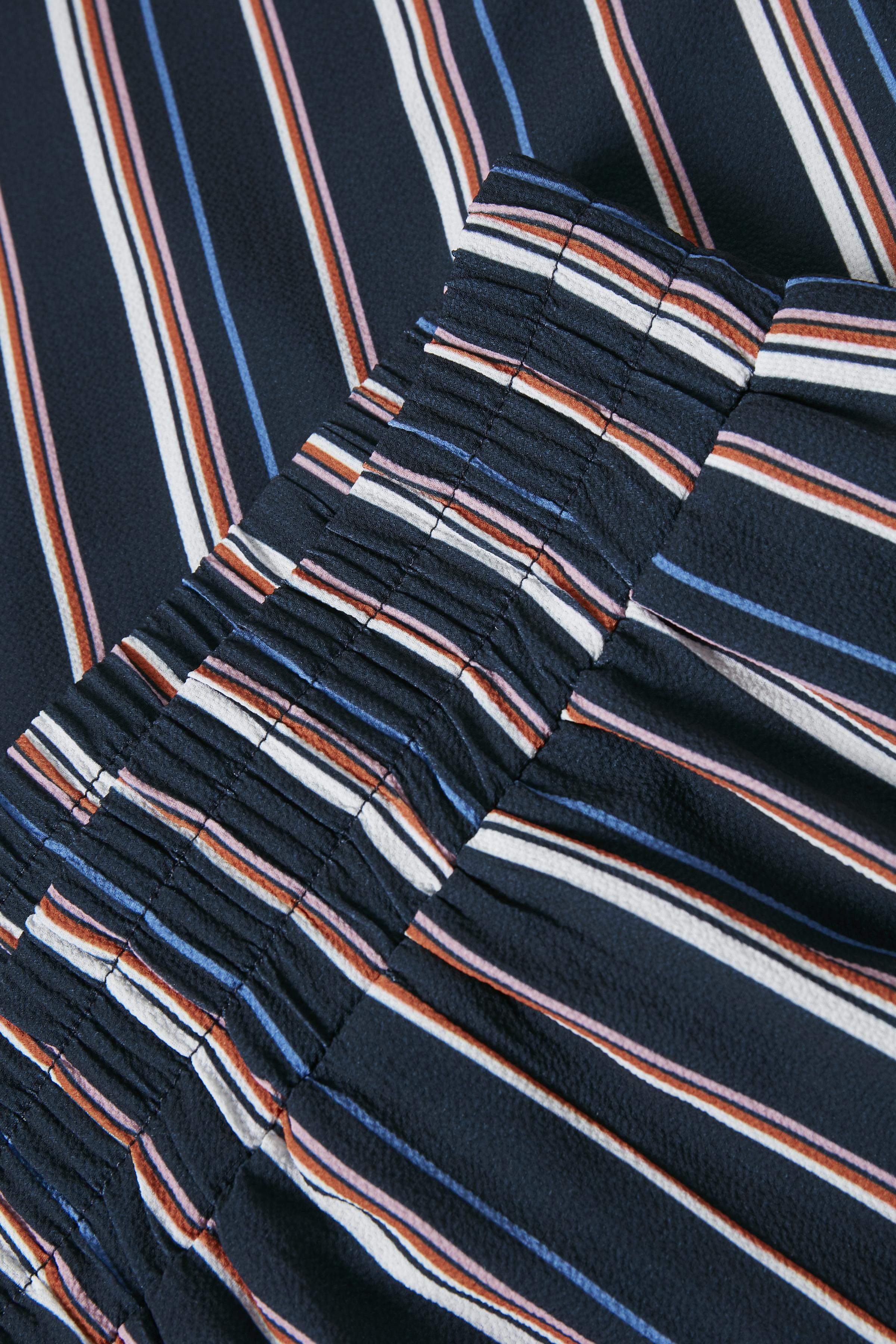 Marineblå/hvid Bukser fra Kaffe – Køb Marineblå/hvid Bukser fra str. 34-46 her