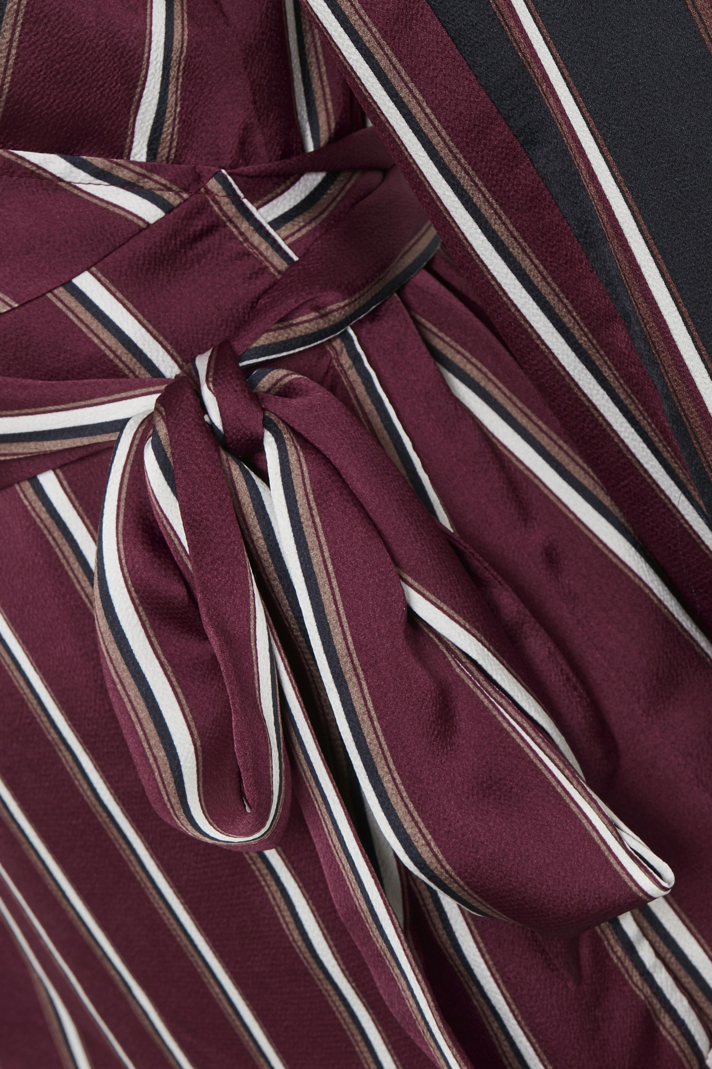 Mørk bordeaux/hvid Langærmet bluse fra Kaffe – Køb Mørk bordeaux/hvid Langærmet bluse fra str. 34-46 her