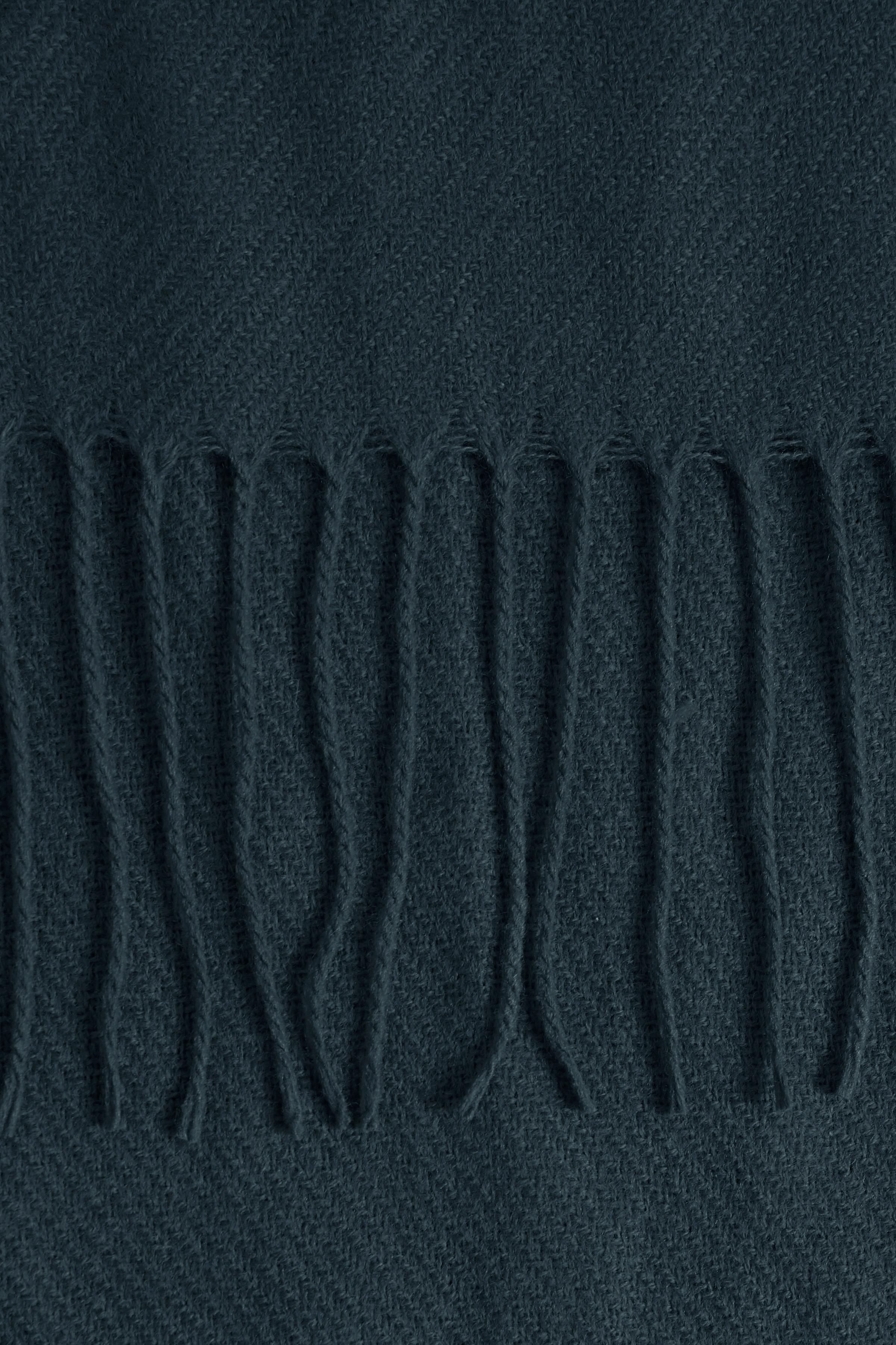 Mørkeblå Tørklæde fra Ichi - accessories – Køb Mørkeblå Tørklæde fra str. ONE her