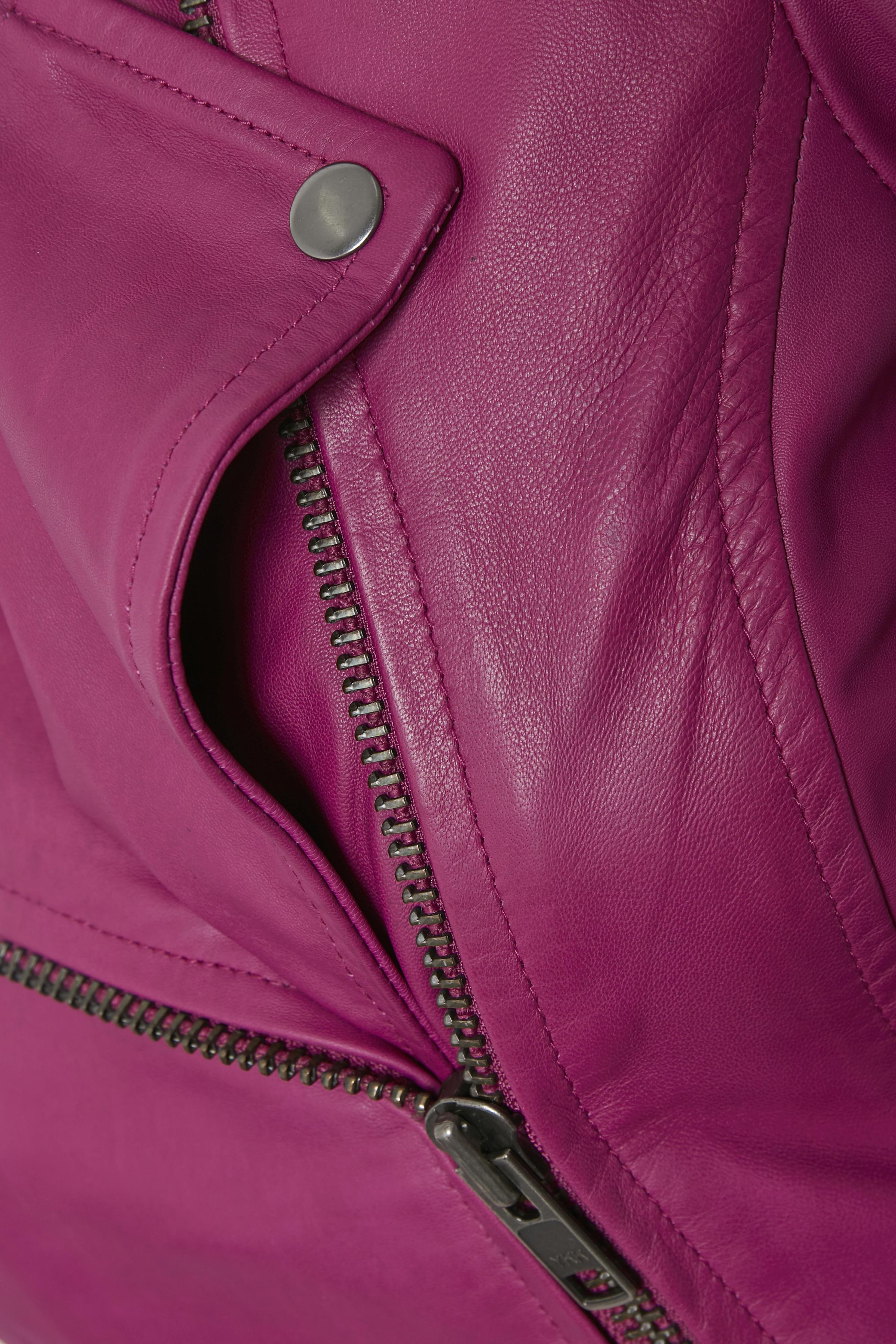 Mörk fuchsia Skinnjacka från Dranella – Köp Mörk fuchsia Skinnjacka från stl. 34-46 här
