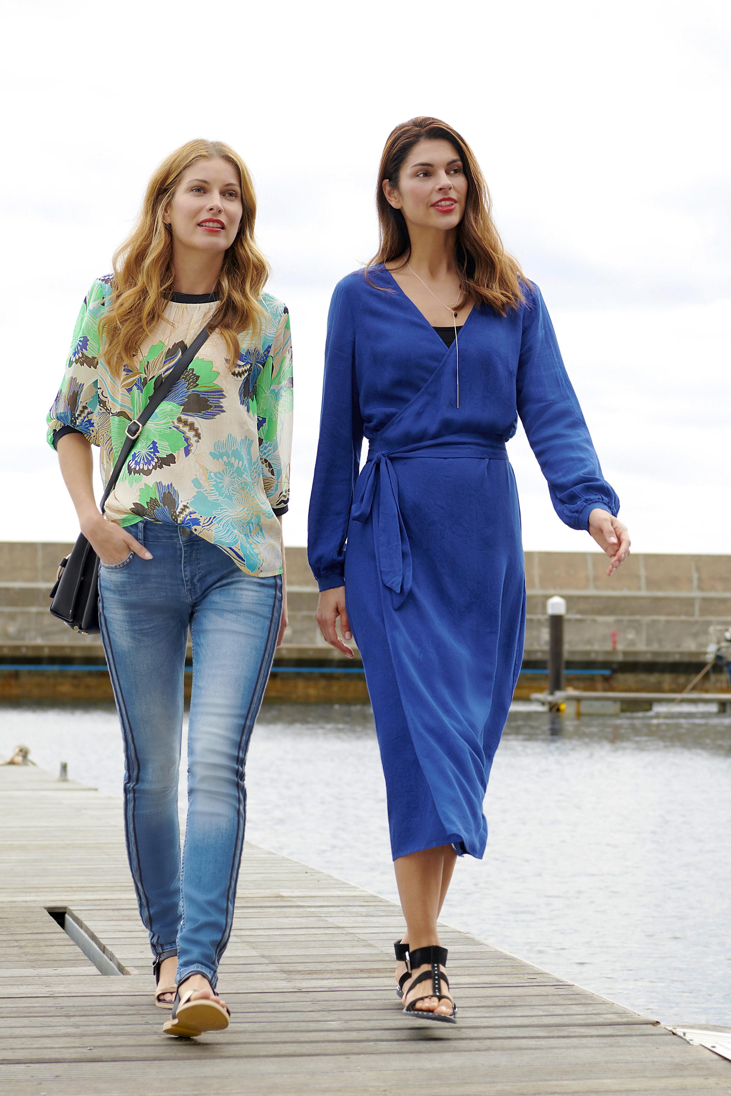 Mörkblå Klänning från Pulz Jeans – Köp Mörkblå Klänning från stl. XS-XXL här