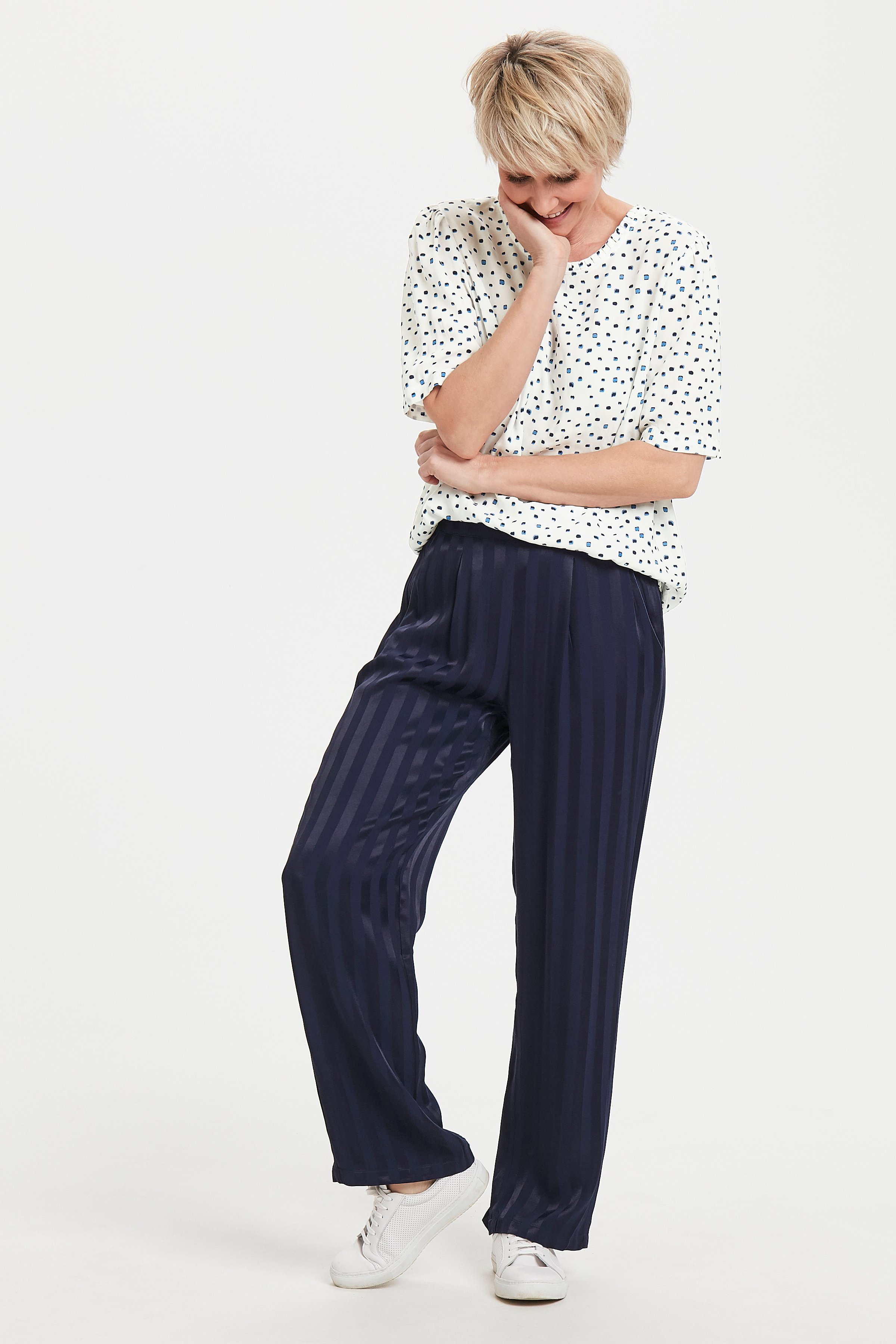 Off-white/blauw Korte mouwen shirt  van Dranella – Door Off-white/blauw Korte mouwen shirt  van maat. XS-XXL hier
