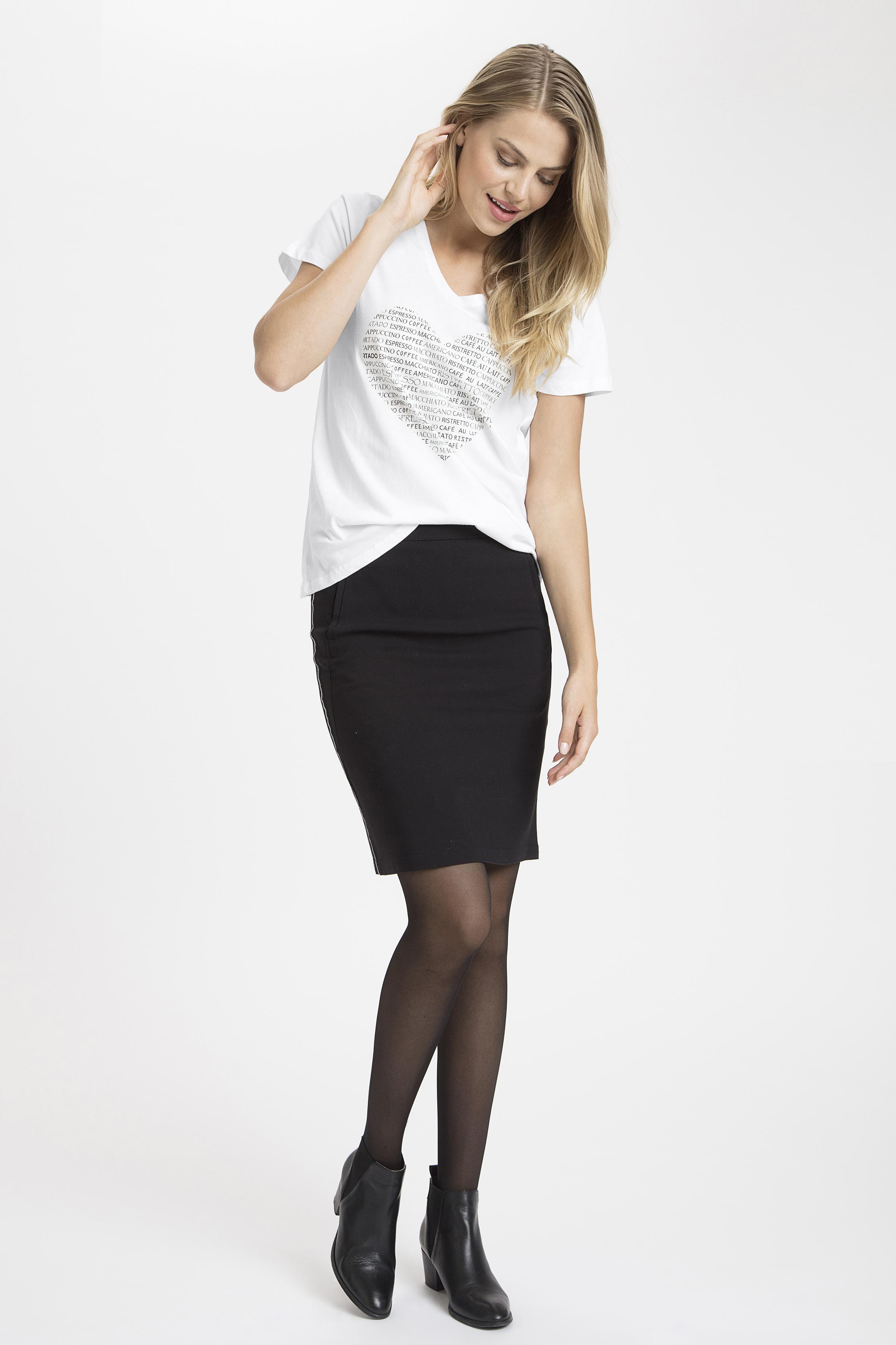 Off-white Kortærmet T-shirt fra Kaffe – Køb Off-white Kortærmet T-shirt fra str. XS-XXL her