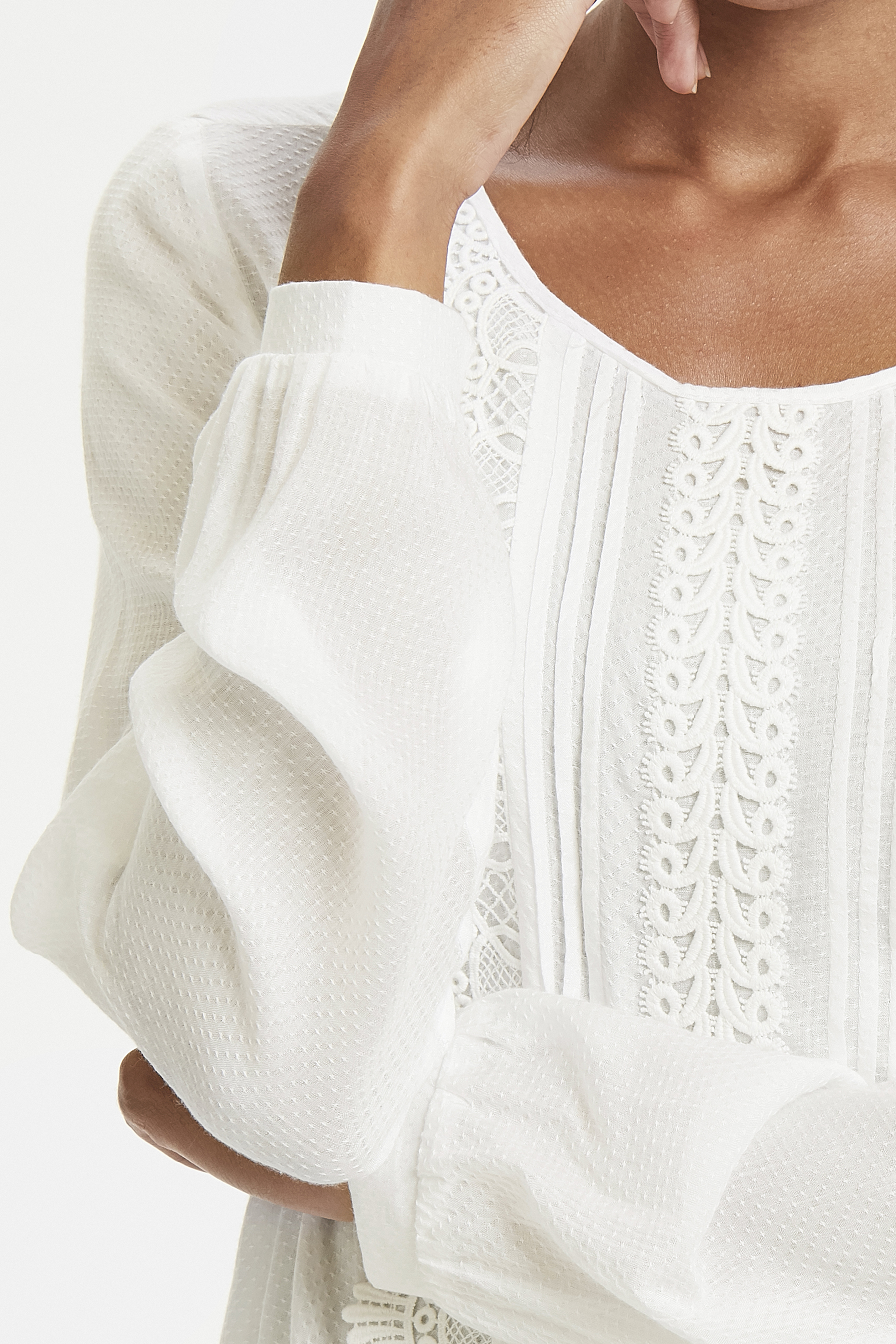 Off-white Langærmet bluse fra Cream – Køb Off-white Langærmet bluse fra str. 34-46 her