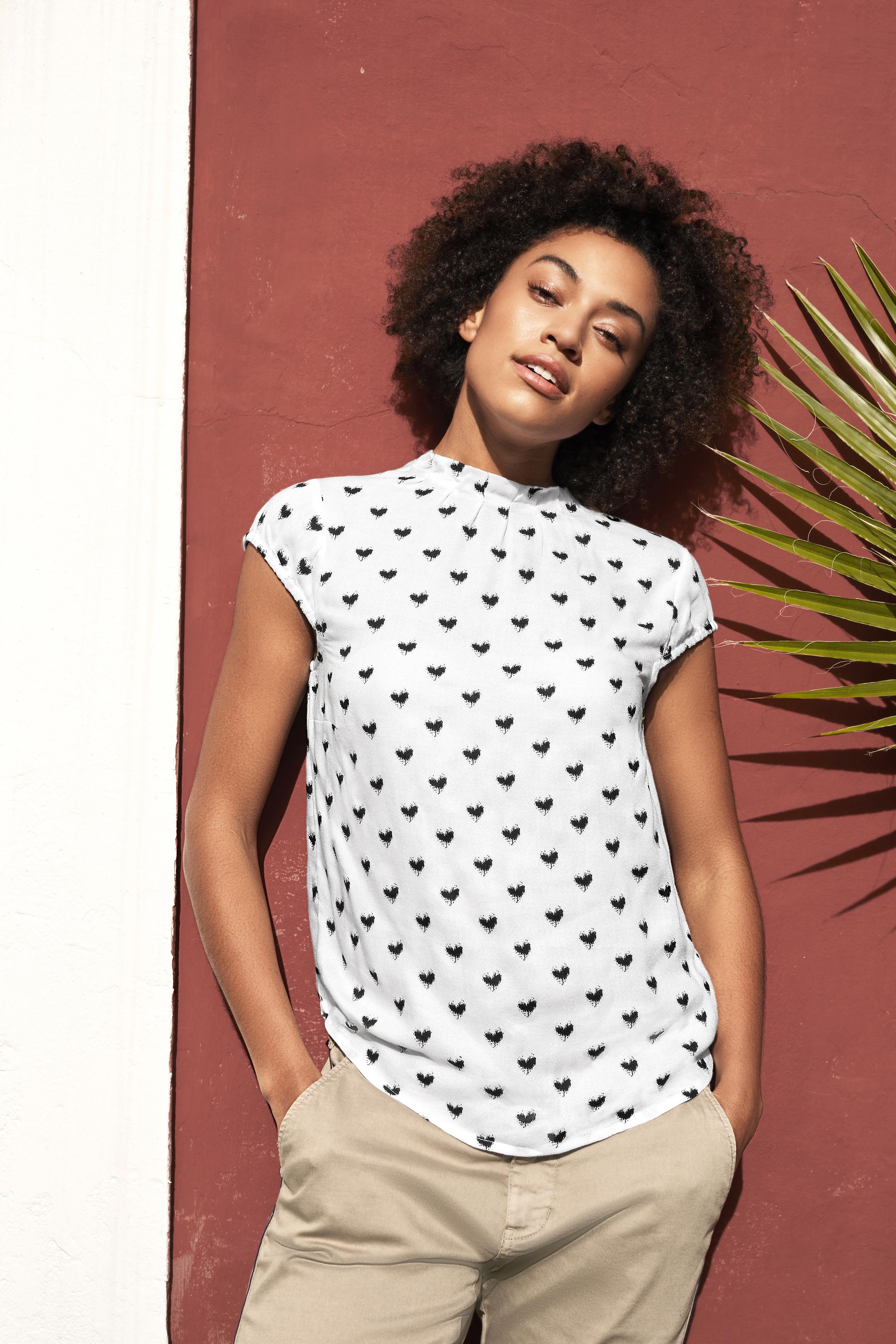 Off-white/sort Kortærmet bluse  fra Bon'A Parte – Køb Off-white/sort Kortærmet bluse  fra str. S-2XL her