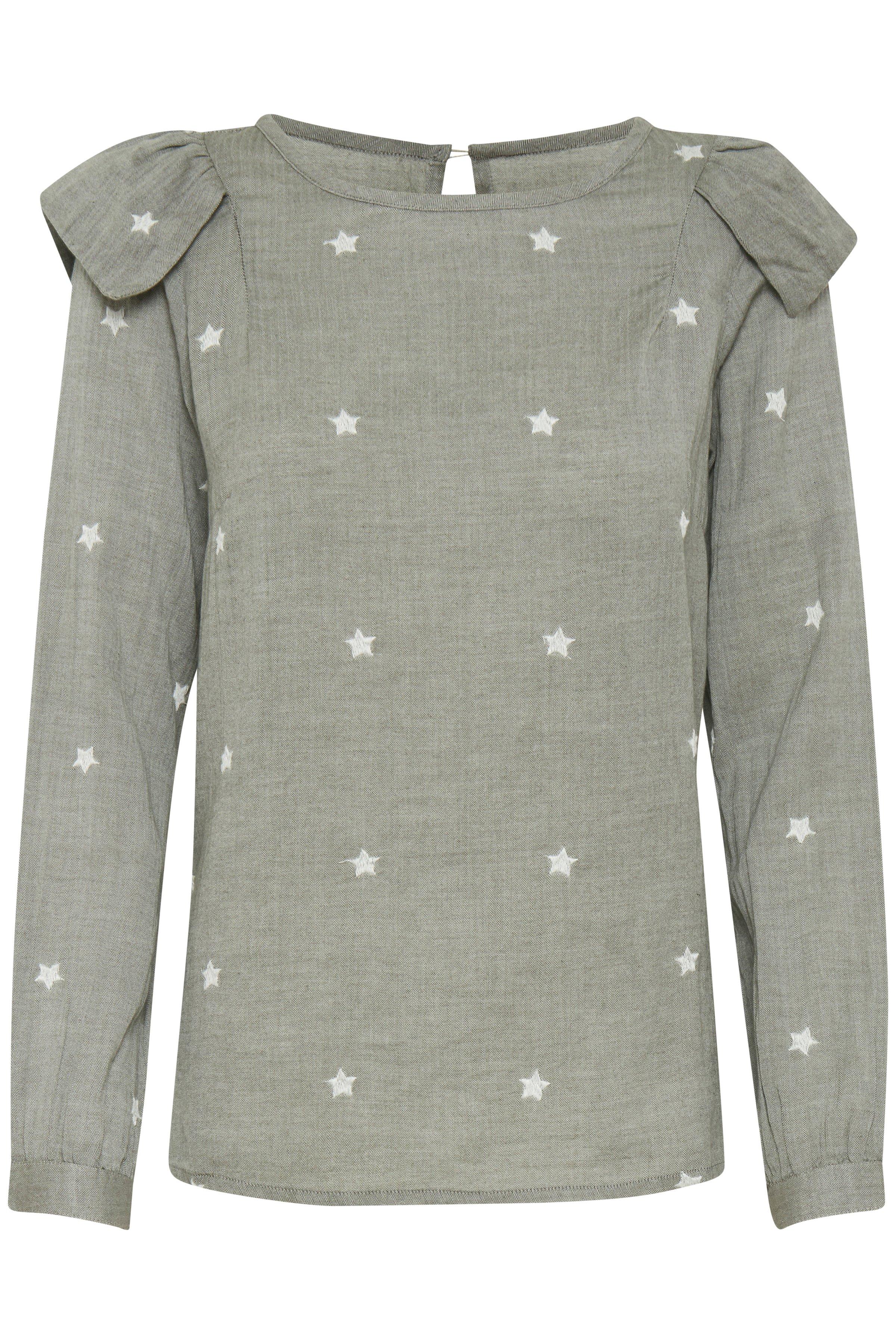 Pulz Jeans Dame Zeer mooi shirt van Pulz van 100% katoen - in een zeer zachte kwaliteit. De kleine split achterop gaat dicht met een enkele knoop in de kraag. Smalle bies langs de ronde hals. Manchetten met knopen aan de mouwen. Draag de jas met een wijde