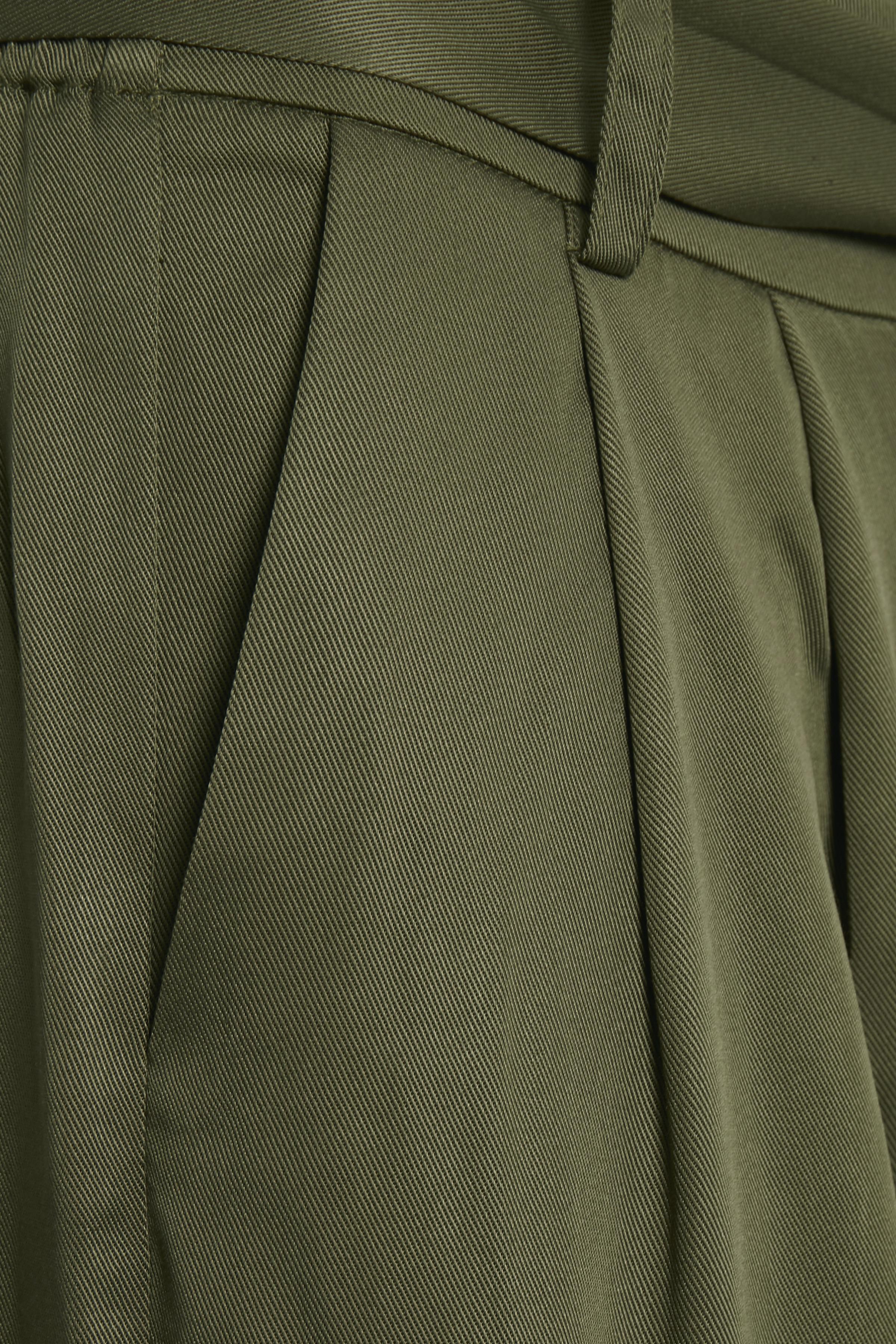 Olivgrön Ankelbyxa från Culture – Köp Olivgrön Ankelbyxa från stl. 34-44 här