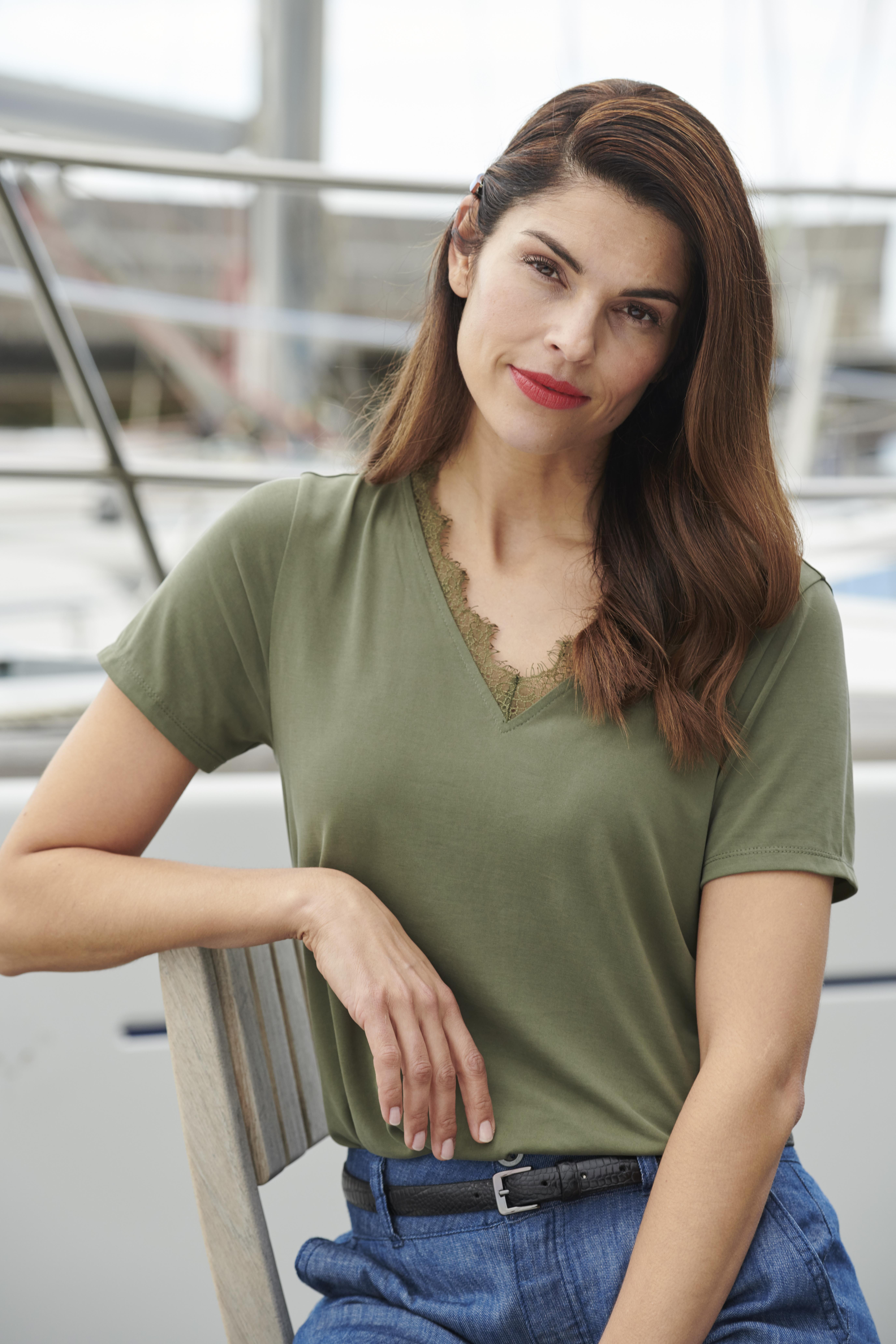 Olivgrün Kurzarm-Bluse  von Fransa – Shoppen Sie Olivgrün Kurzarm-Bluse  ab Gr. XS-XXL hier