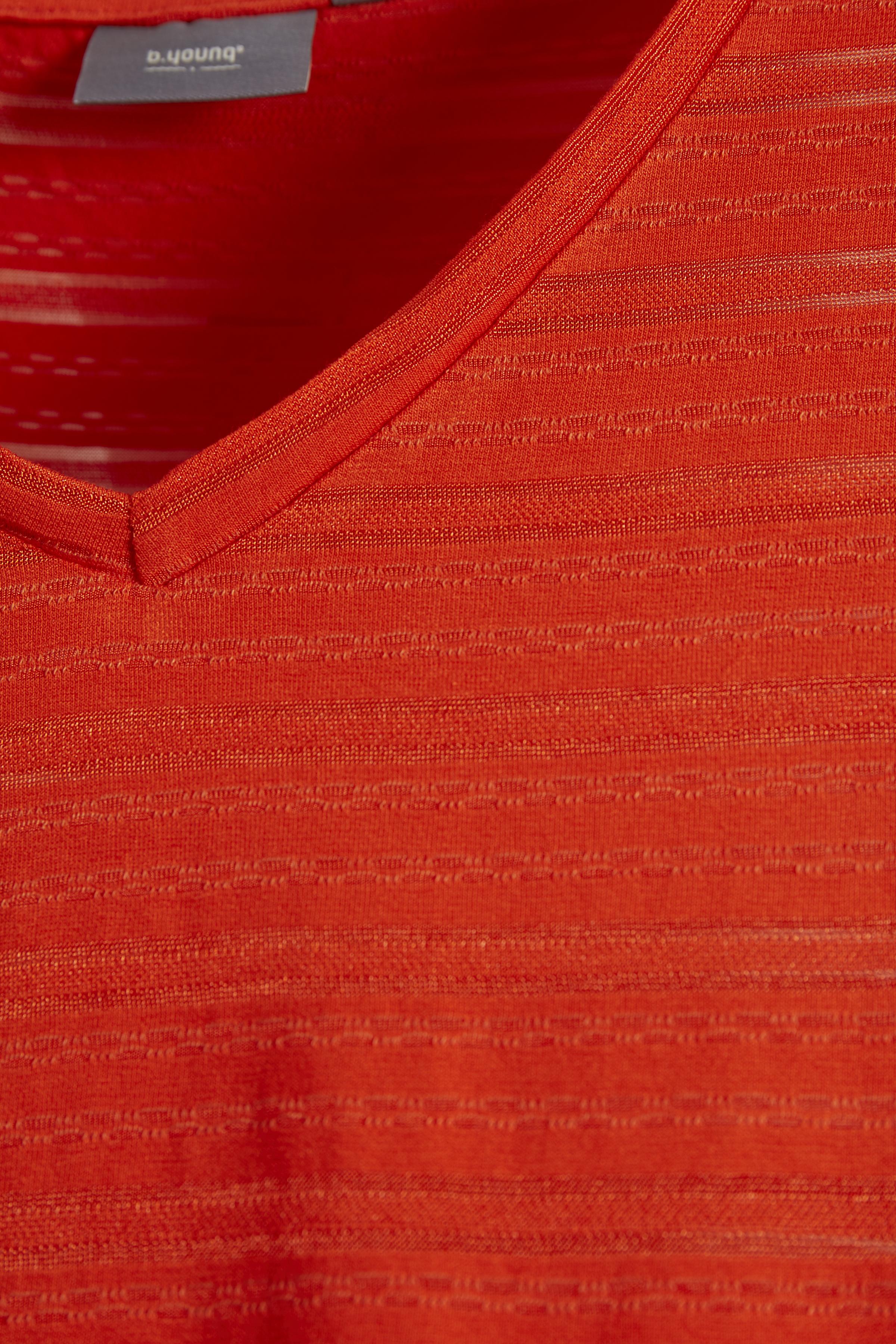 Röd Kortärmad T-shirt från b.young – Köp Röd Kortärmad T-shirt från stl. XS-XXL här