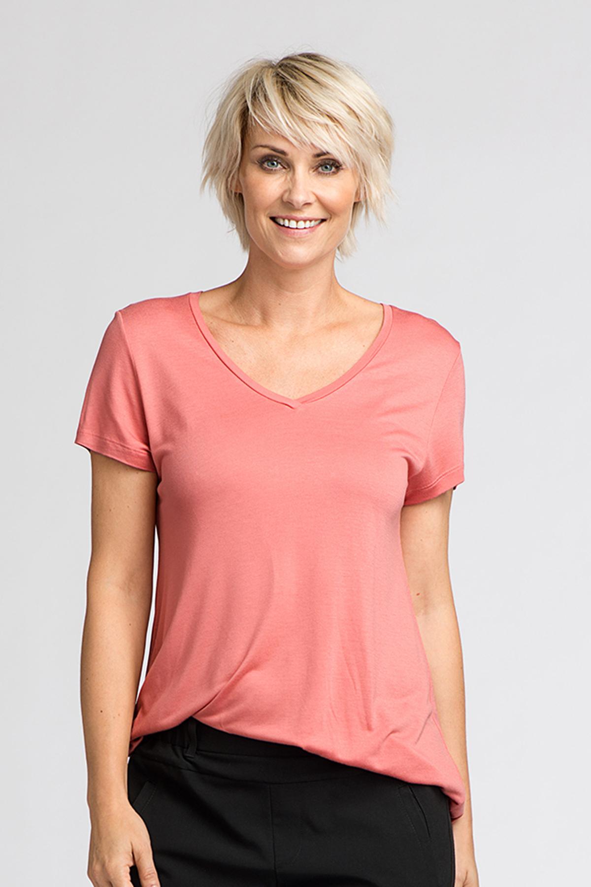 Rosa Kortärmad T-shirt från Kaffe – Köp Rosa Kortärmad T-shirt från stl. XS-XXL här