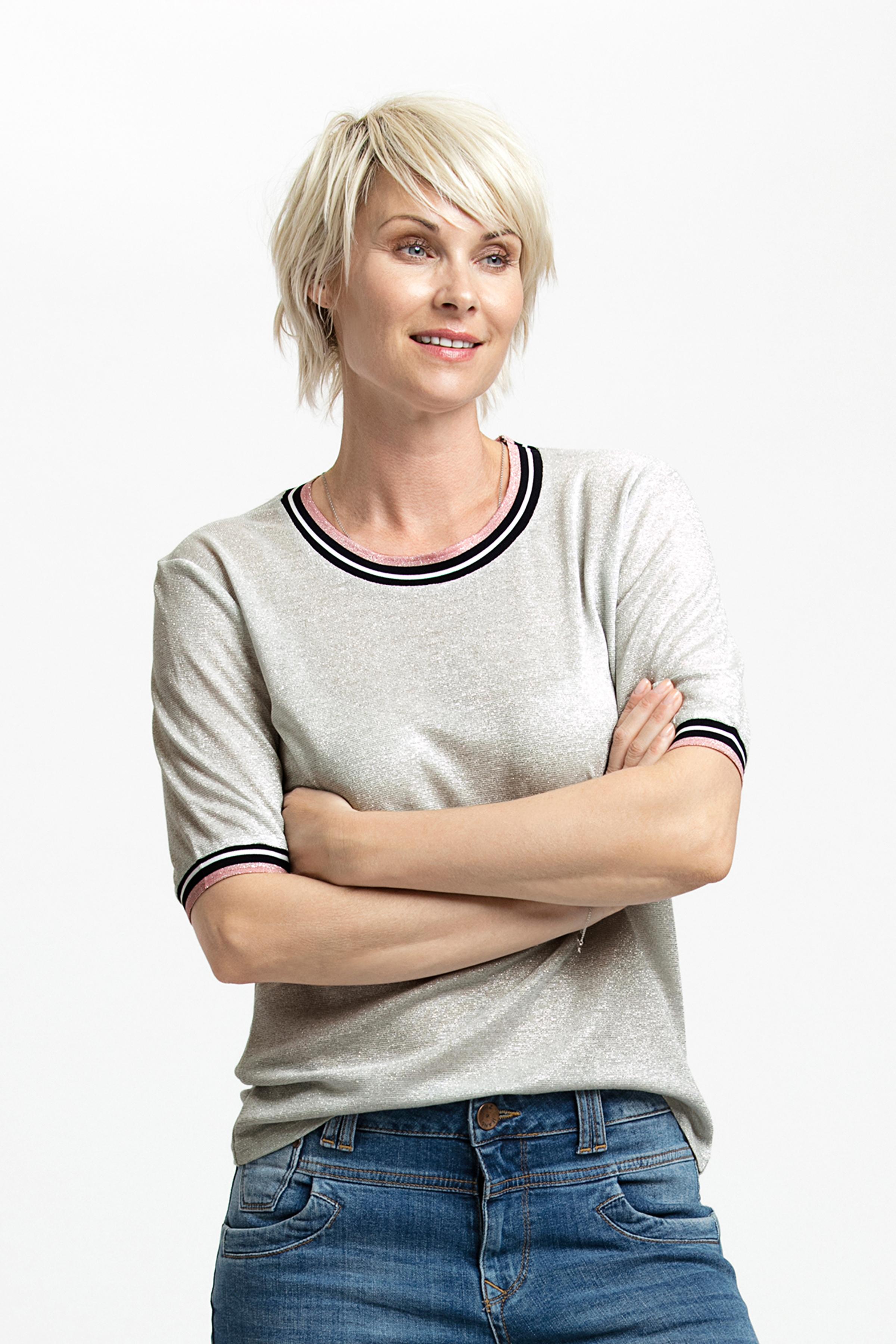 Silver Kortärmad T-shirt från Kaffe – Köp Silver Kortärmad T-shirt från stl. XS-XXL här