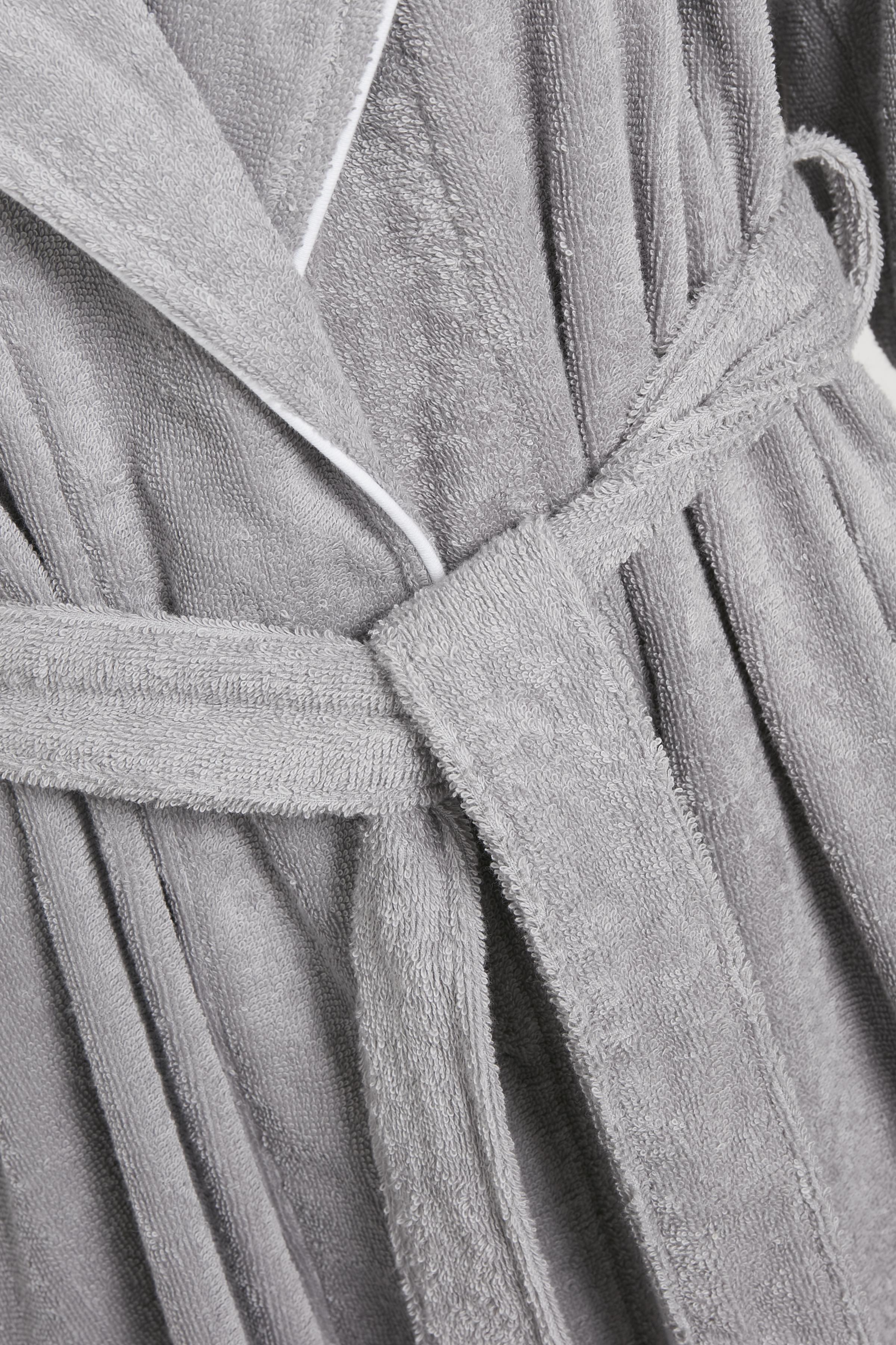 Sølvgrå Morgenkåbe fra Triumph – Køb Sølvgrå Morgenkåbe fra str. 36-44 her