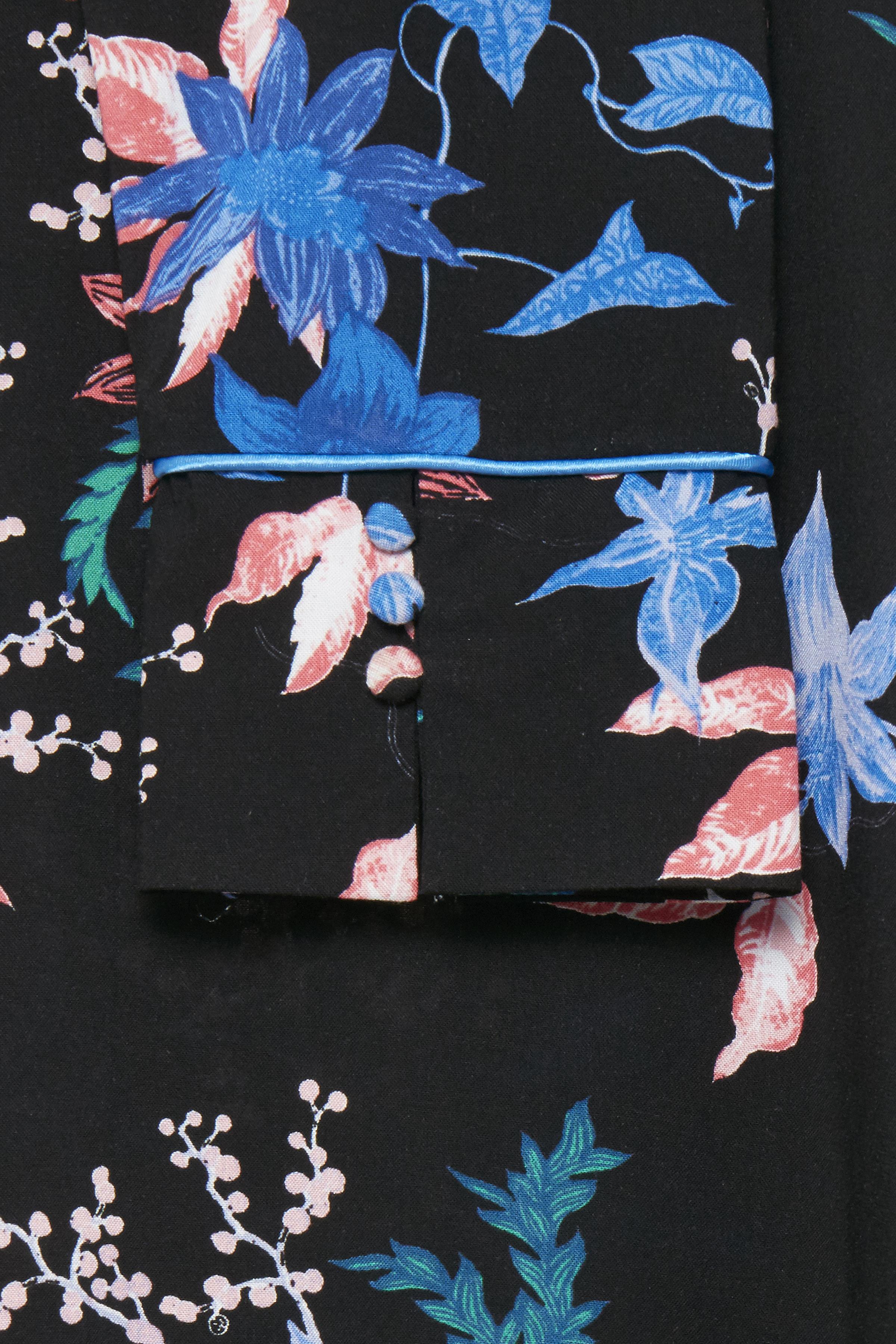 Sort/blå Langærmet bluse fra b.young – Køb Sort/blå Langærmet bluse fra str. 34-46 her