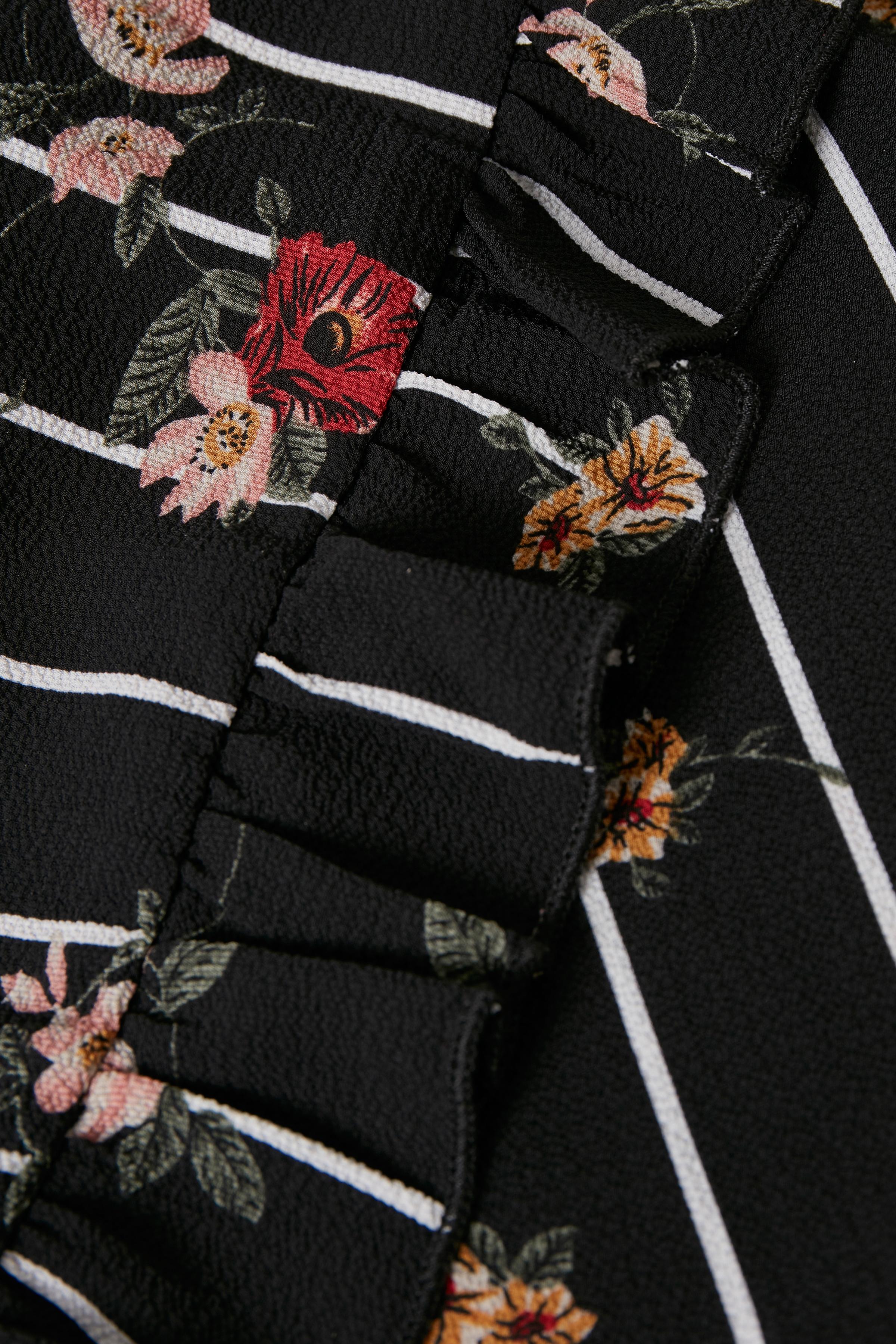 Sort/rosa Kimono fra Kaffe – Køb Sort/rosa Kimono fra str. 34-46 her