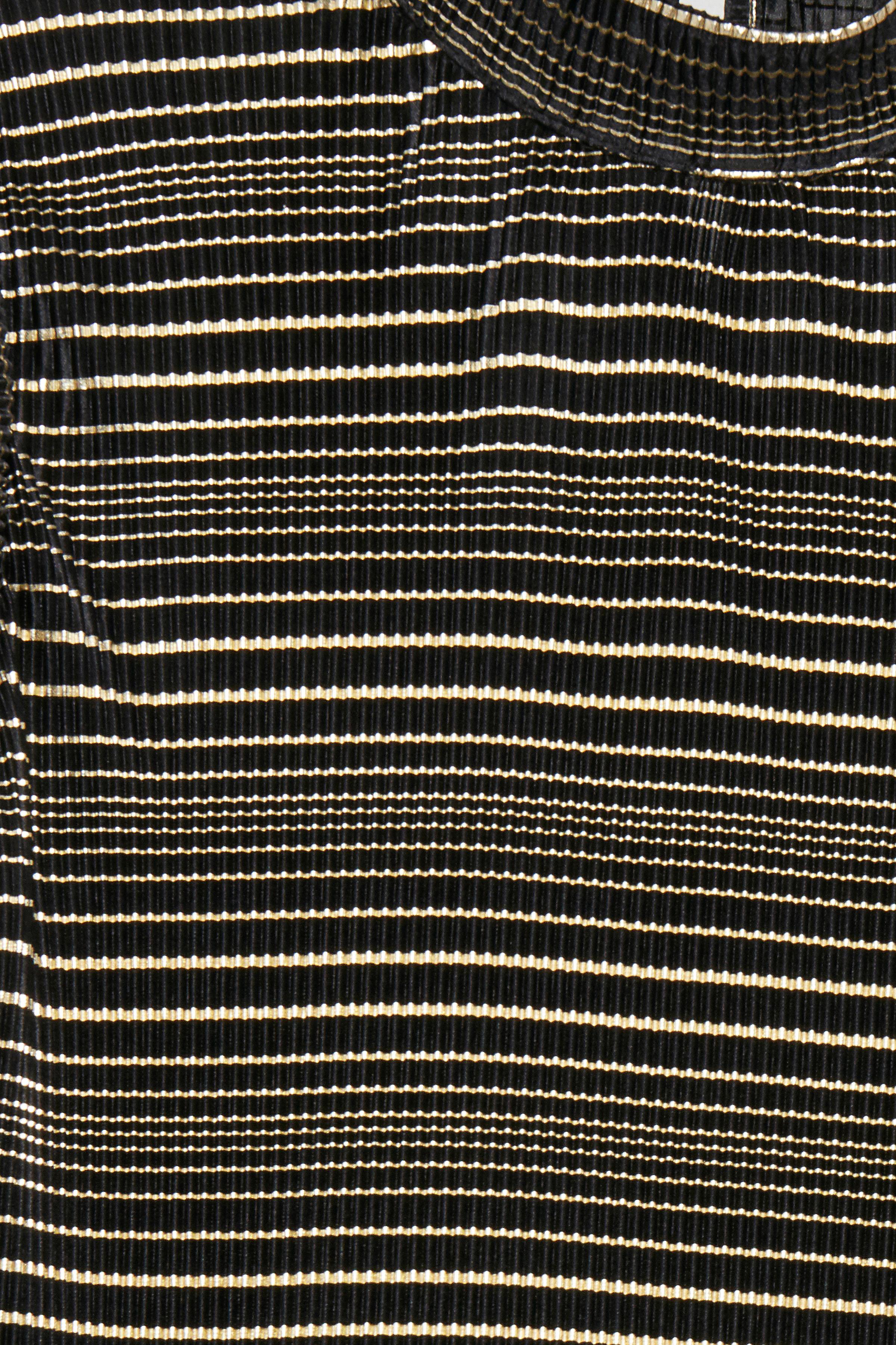 Svart/guld Kortärmad blus från Dranella – Köp Svart/guld Kortärmad blus från stl. XS-XXL här