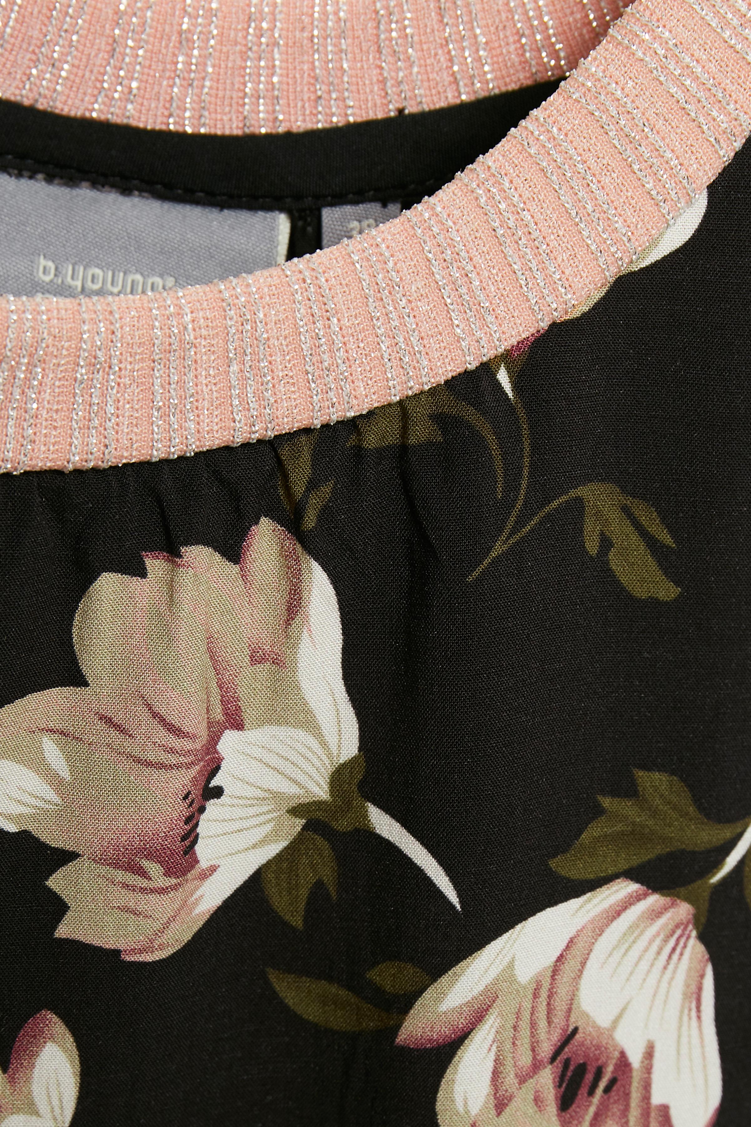 Svart/rosa Kortärmad blus från b.young – Köp Svart/rosa Kortärmad blus från stl. 34-46 här