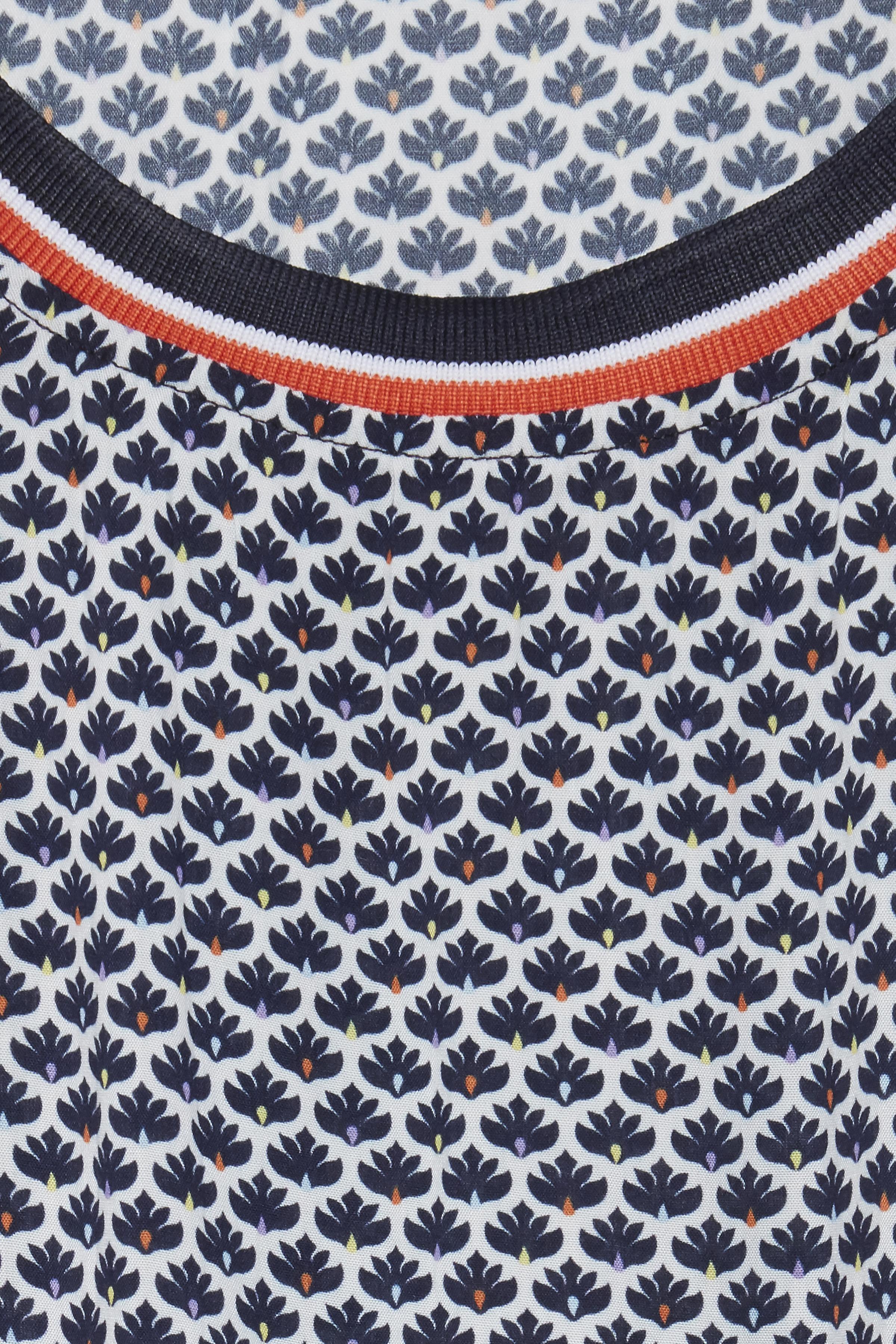 Vit/marinblå Kortärmad blus från Fransa – Köp Vit/marinblå Kortärmad blus från stl. XS-XXL här