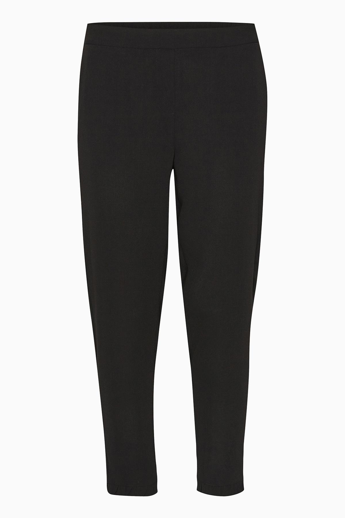 Kaffe Dame Fraaie Molly broek van KAFFE. De broek heeft een vaste tailleband voor en elastiek achter. 7/8-lang en steekzakken voor en zakken met paspel achter. 100% polyester. Normale pasvorm met smalle pijpen. De klassieke broek die in geen enkele kledin